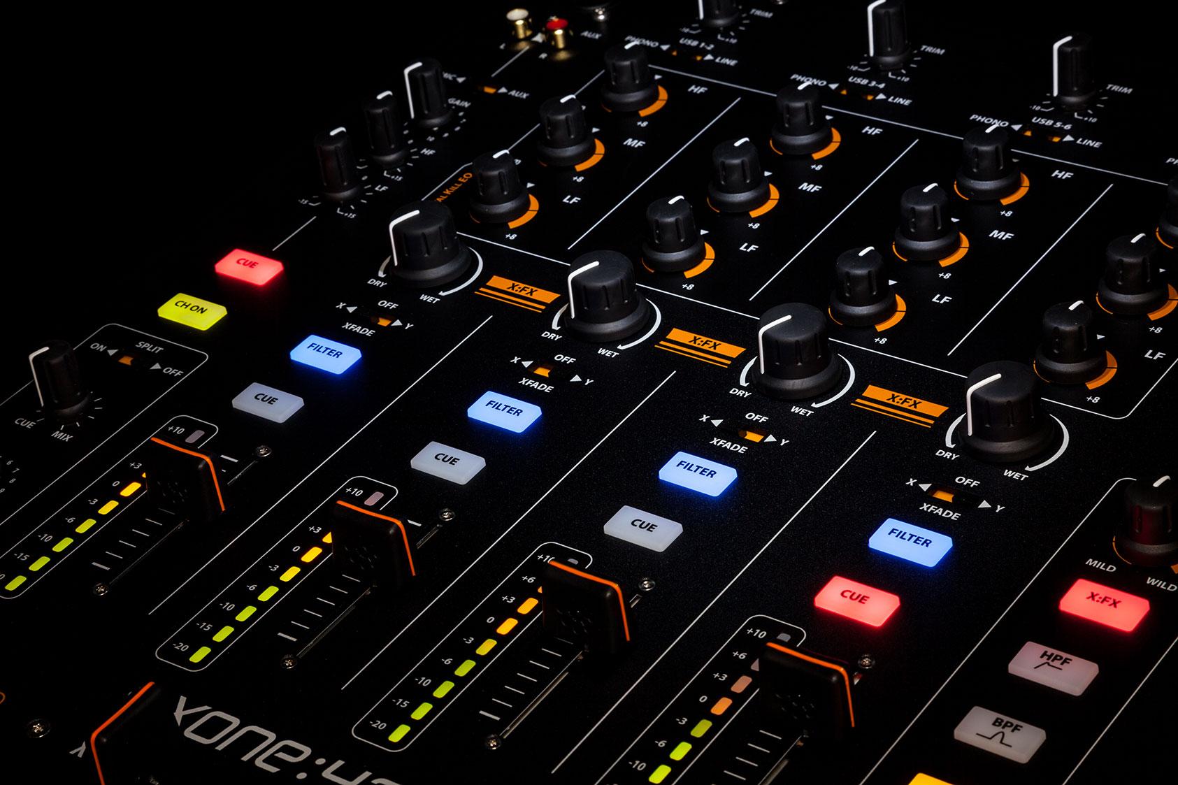 Console de mixage pour dj avec carte son int gr e allen - Table de mixage avec carte son integree ...