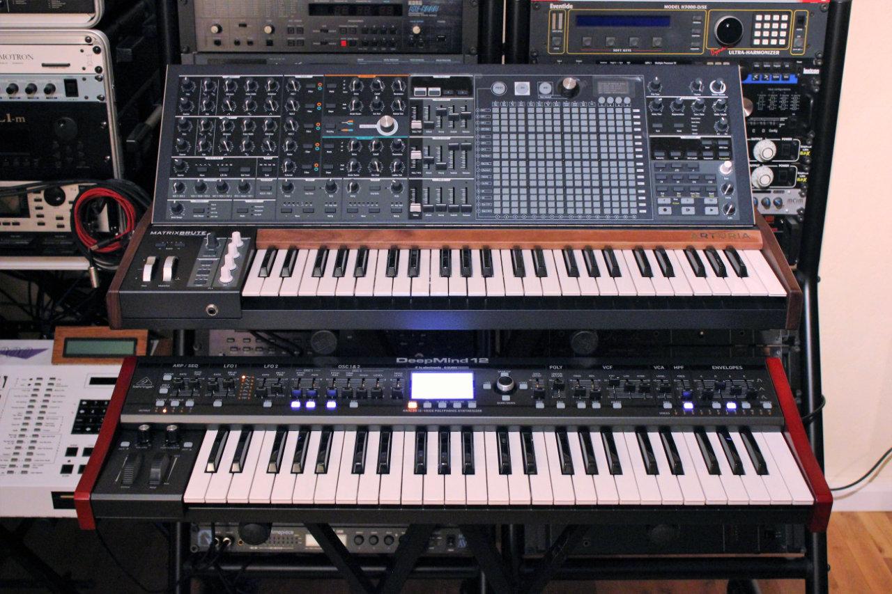 Test du synthétiseur analogique polyphonique à clavier