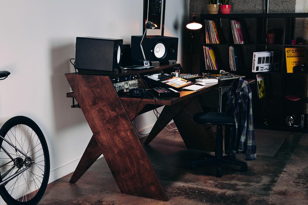 Bureau pour home studio output platform processeurs en rack