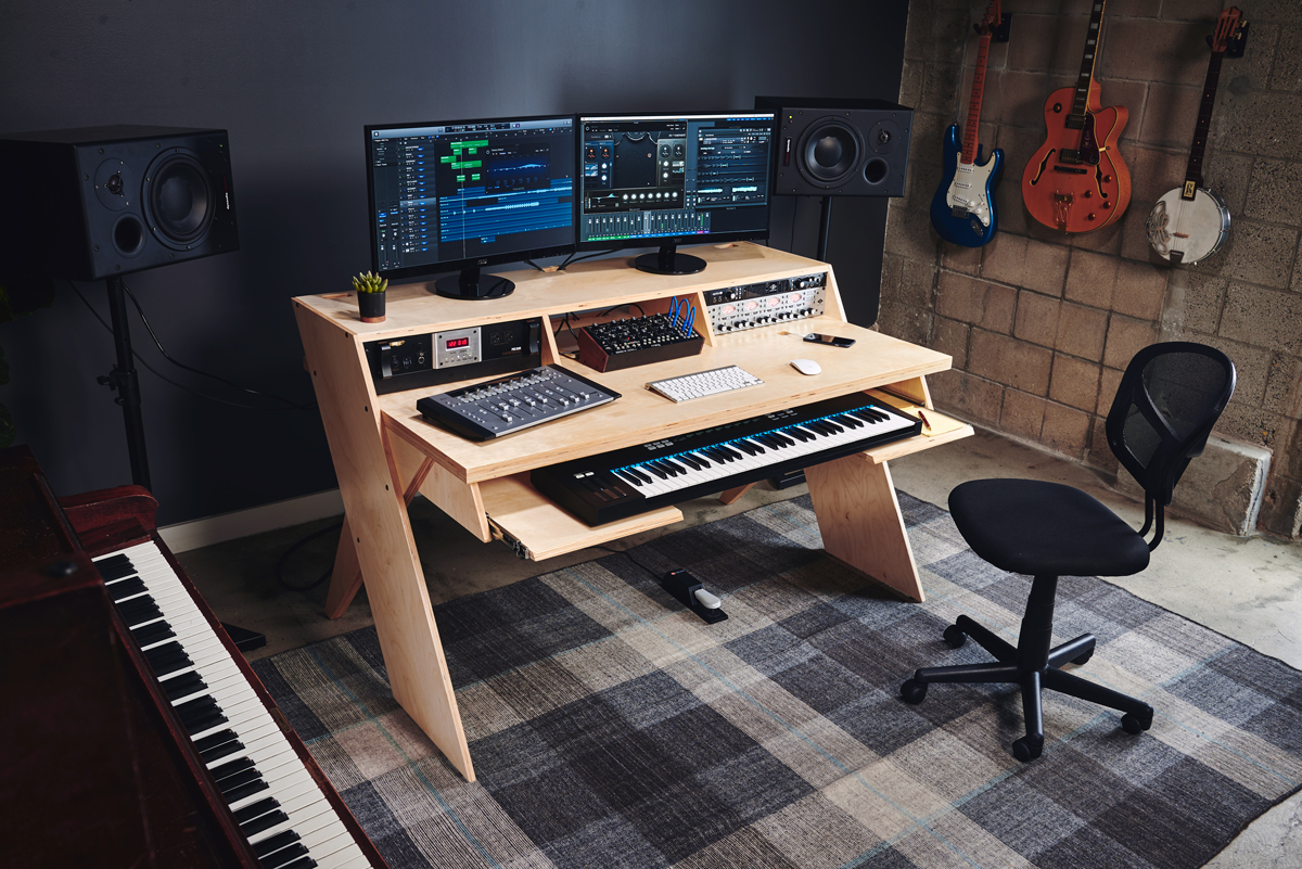 bureau pour home studio output platform processeurs en rack clavier ordinateur mao. Black Bedroom Furniture Sets. Home Design Ideas