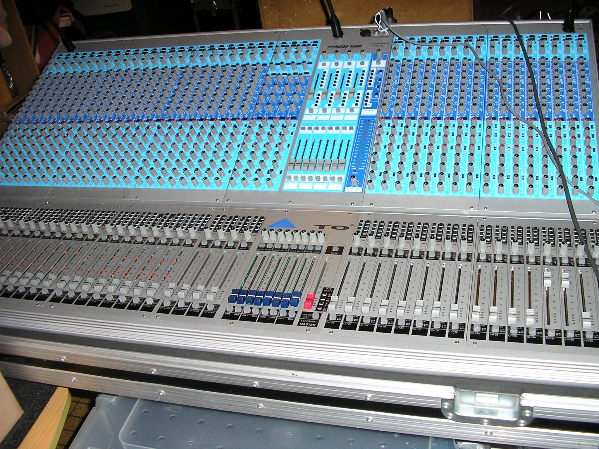 Console analogique typhoon 4800 en flight et double alim pays de la loire audiofanzine - Console analogique occasion ...