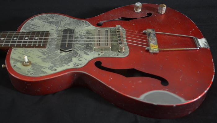 Lo c le pape sort les guitares 1949 et 1946 et organise for Guitar domont