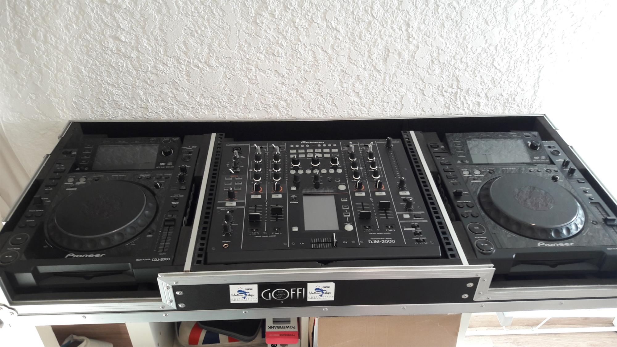 Vend 2 platines cd et mp3 pioneer cdj 2000 table de - Table de mixage pioneer djm 2000 ...