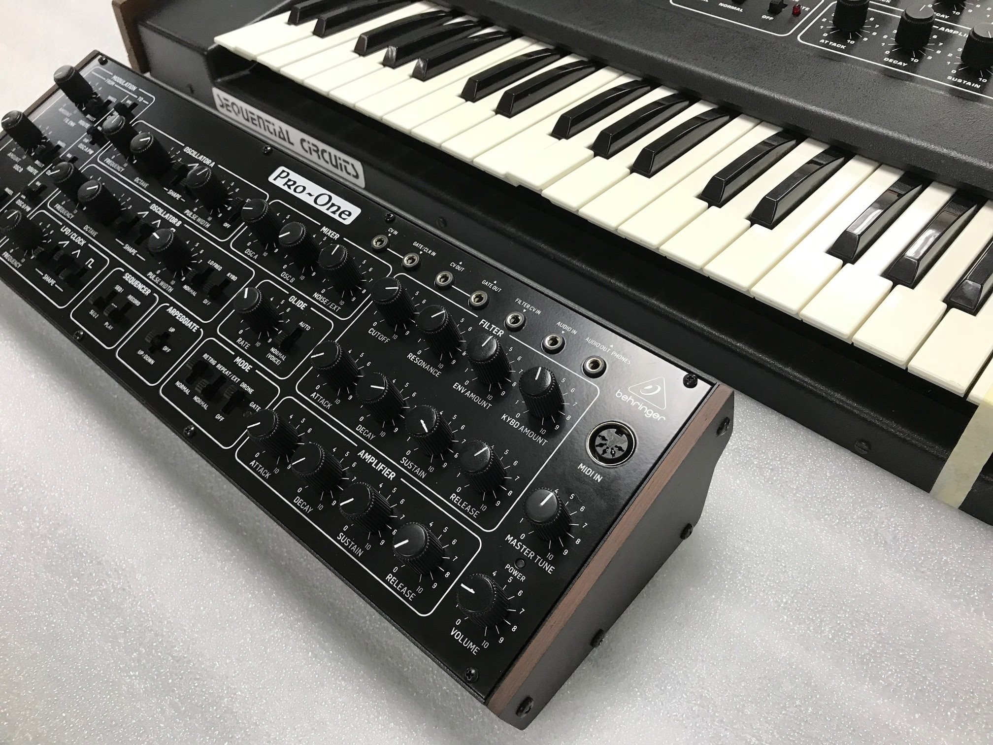 behringer clone le synth u00e9tiseur analogique sequential circuits pro