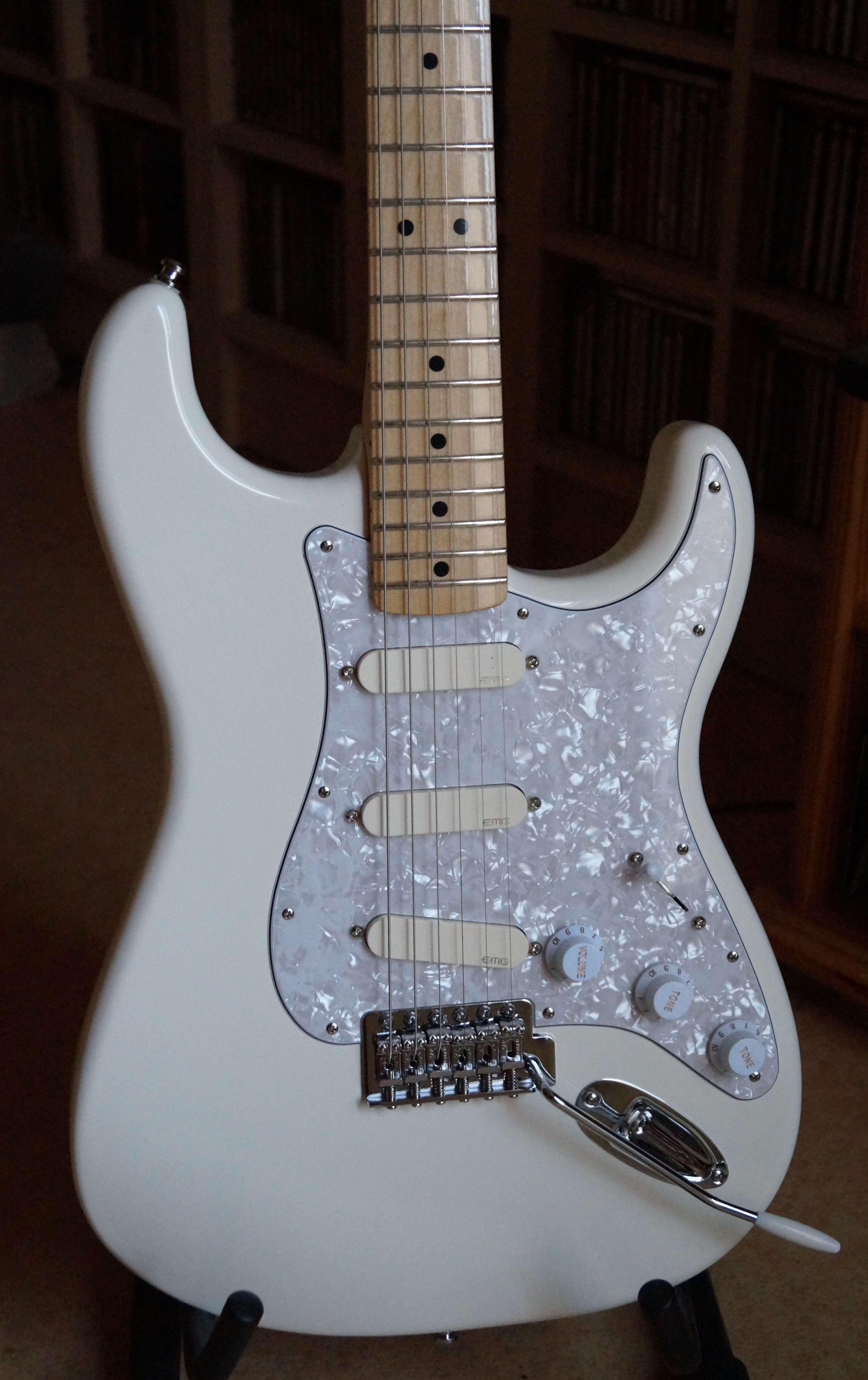 Fender Stratocaster EMG DG20, Locking tuners Fender (Ile-de