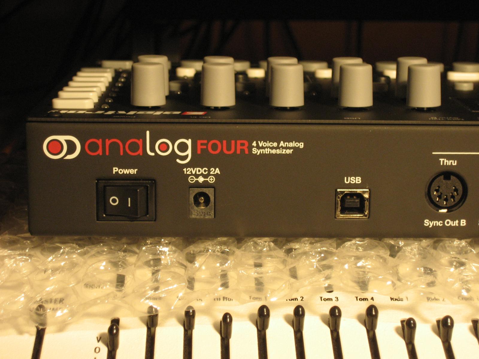 test du synth u00e9tiseur elektron analog four   la bo u00eete  u00e0