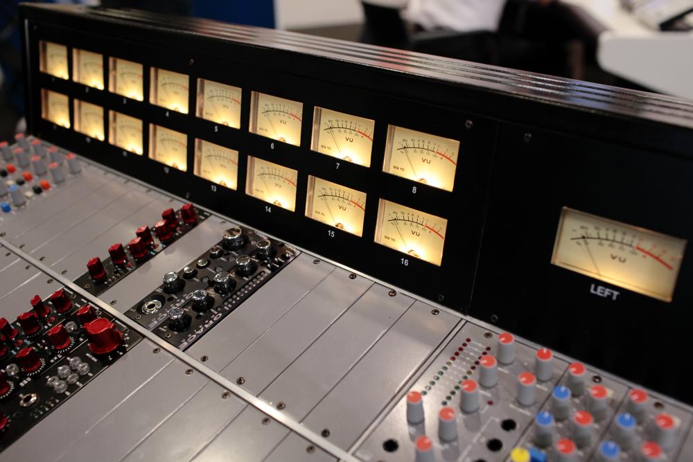 News studio dealers inaugure son showroom avec the ark for Studio container prix