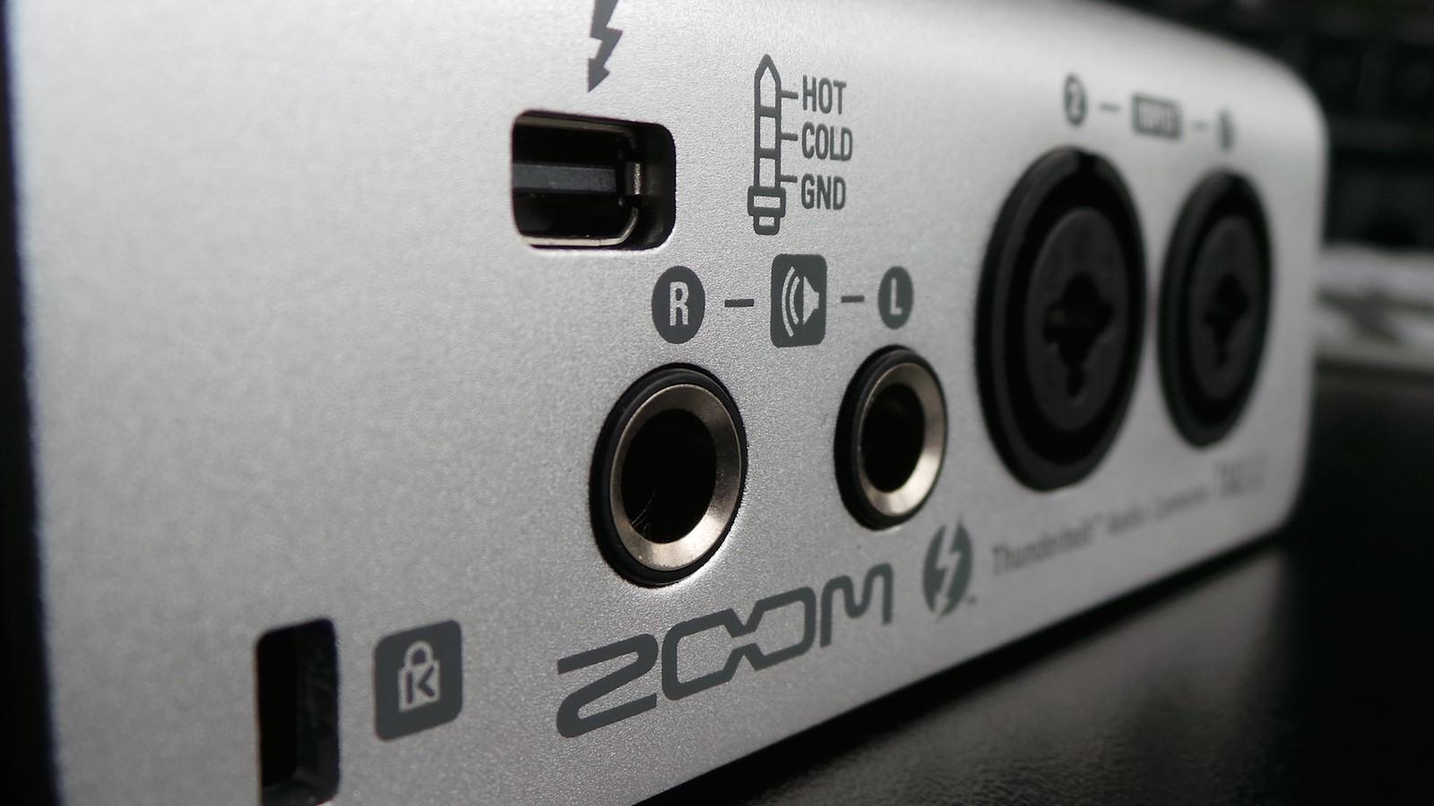Banc d'essai de l'interface audio numérique Thunderbolt Zoom TAC-2 ...
