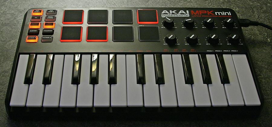 akai mpk mini image 484547 audiofanzine rh en audiofanzine com Akai MPK Mini Amazon Akai MPK Mini MK2