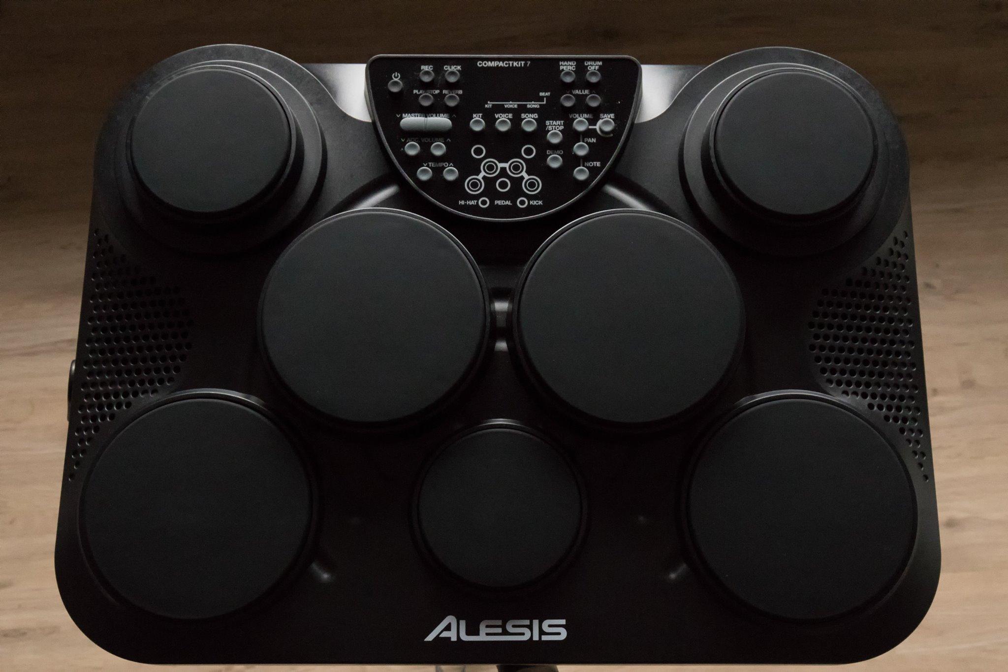 Alesis Compact Kit 7 : alesis compactkit 7 image 1579027 audiofanzine ~ Vivirlamusica.com Haus und Dekorationen