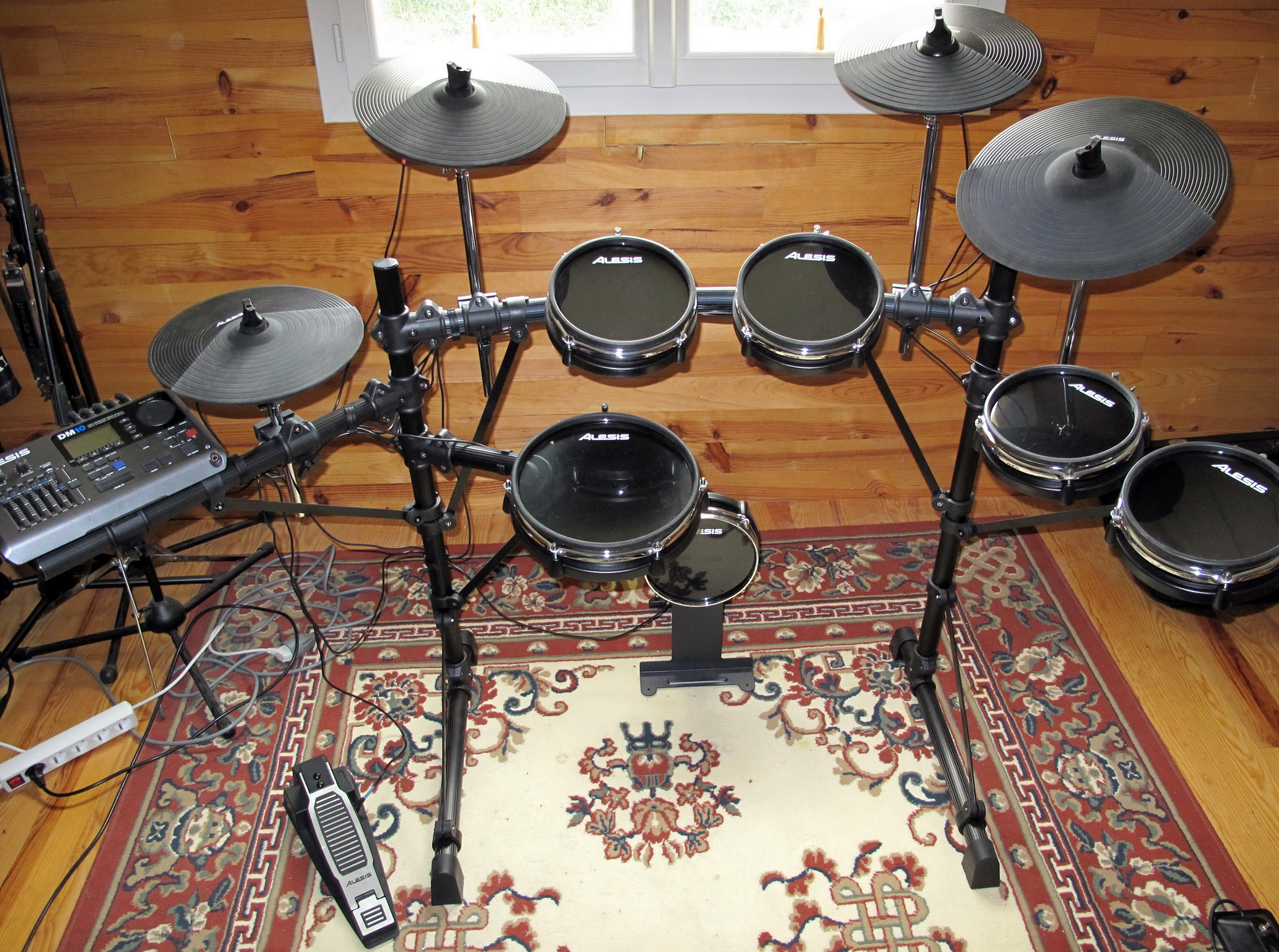 photo alesis dm10 studio kit alesis dm10 studio kit. Black Bedroom Furniture Sets. Home Design Ideas