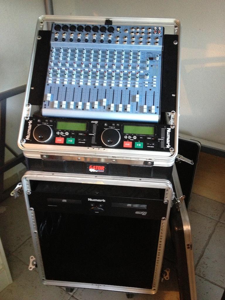 Photo alesis multimix 16 usb alesis table de mixage fly - Table de mixage en ligne gratuit ...