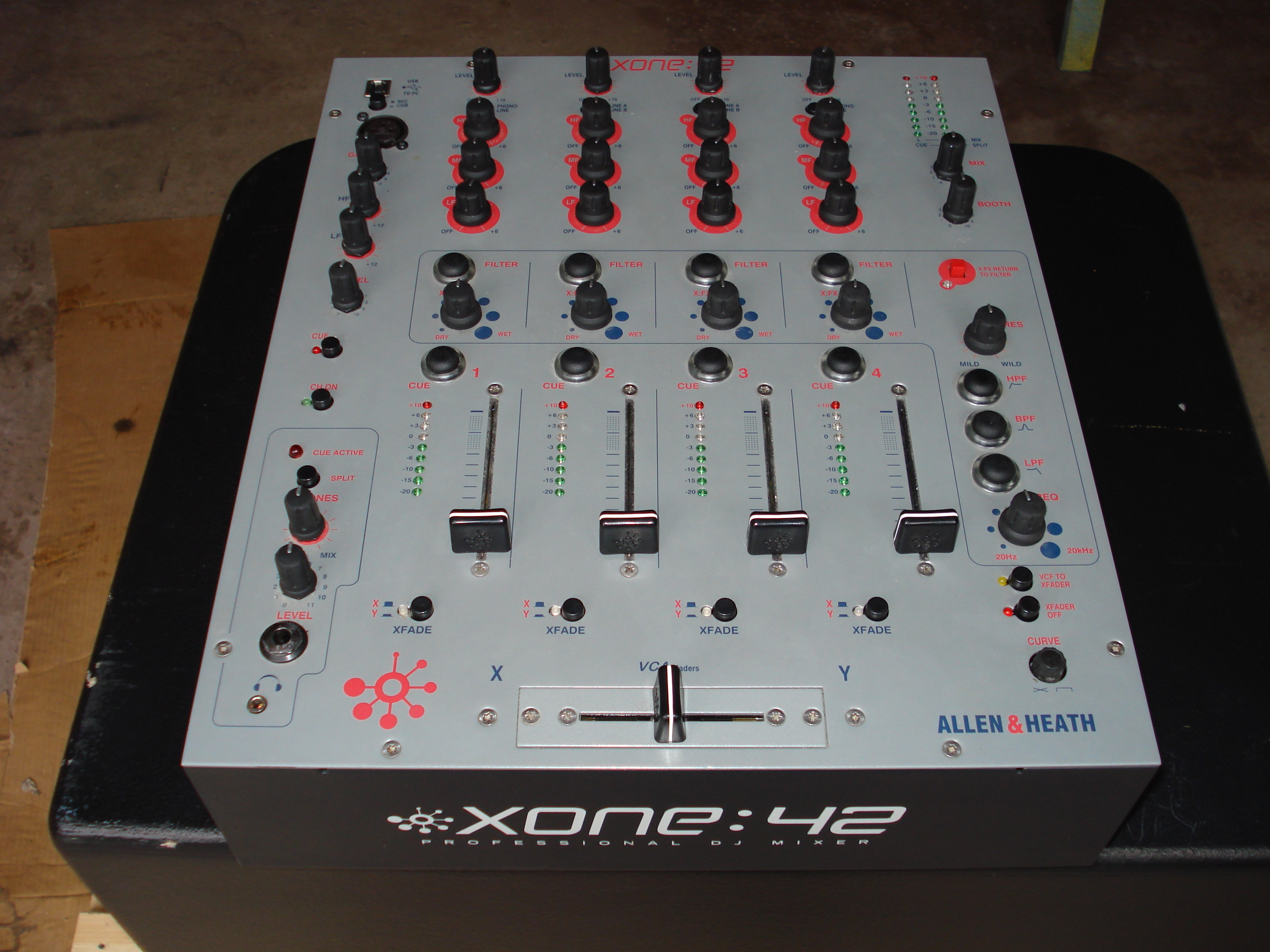 table de mixage xone 42