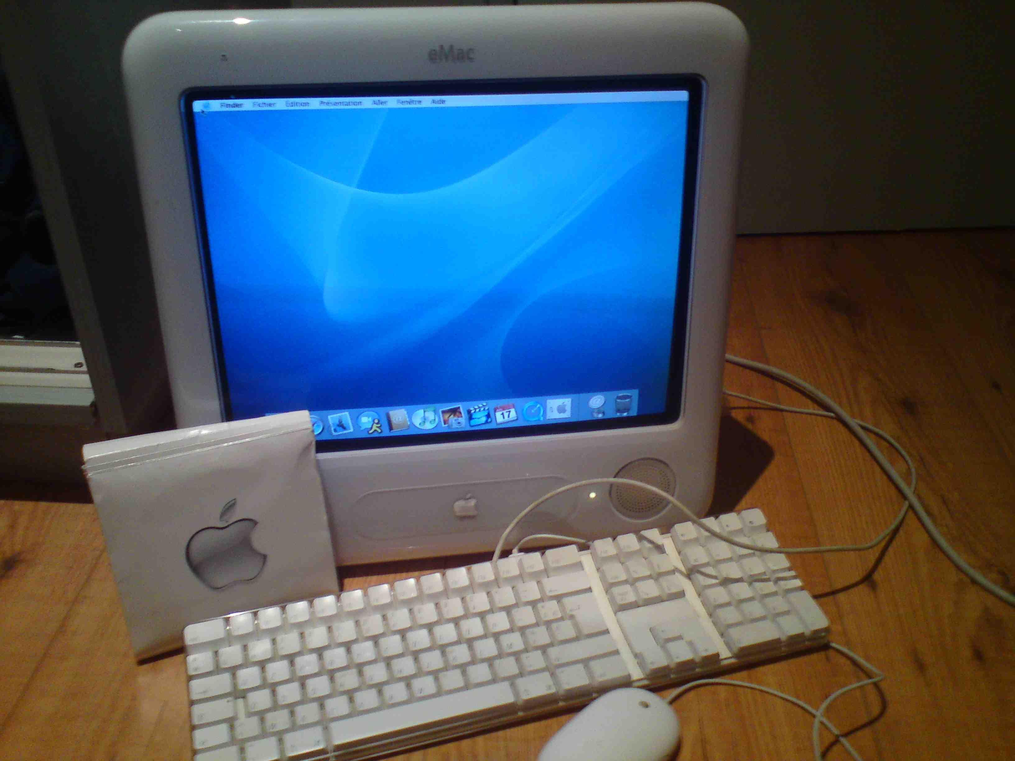 Apple Emac G4 1 Ghz Image 148716 Audiofanzine