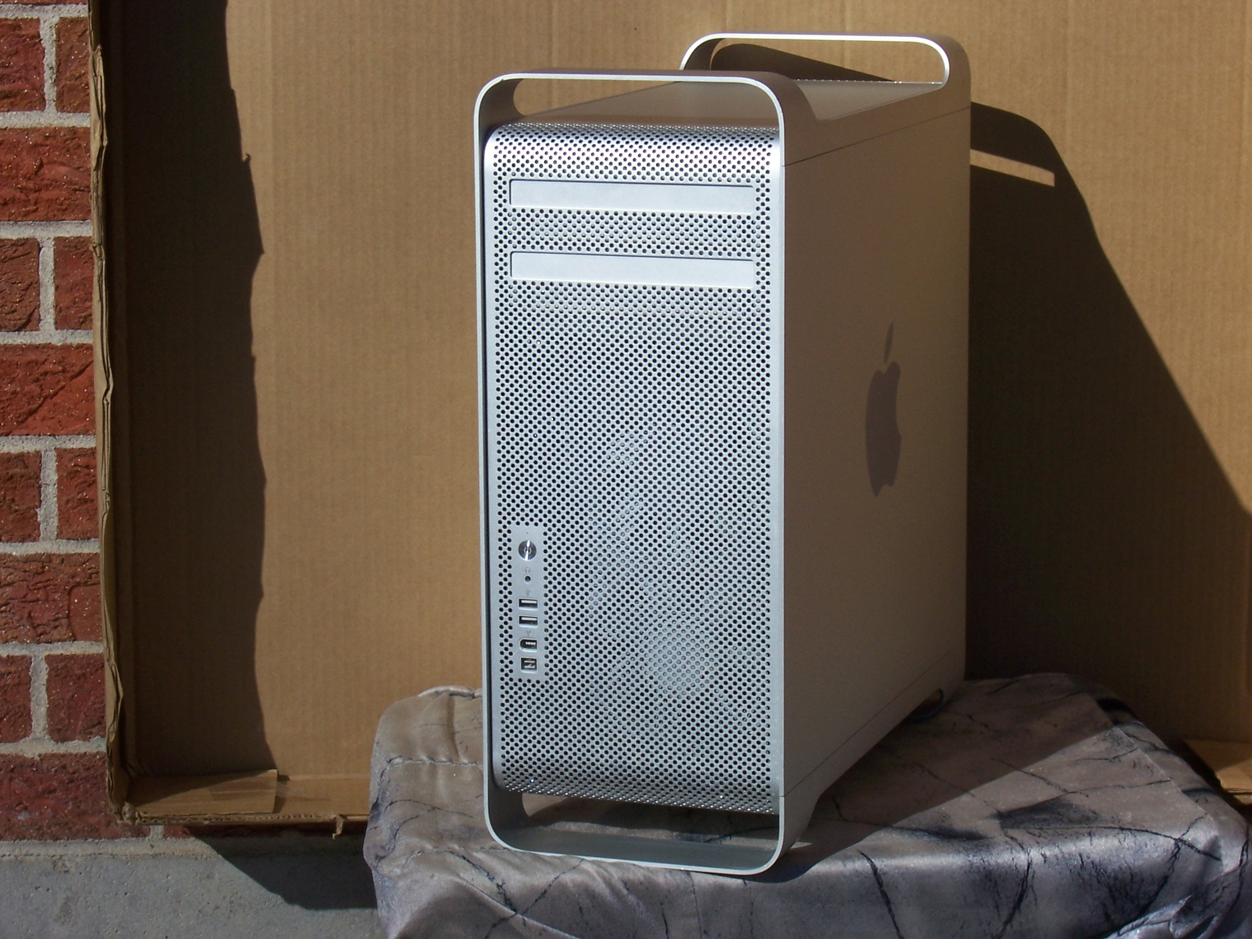achat occasion apple mac pro france audiofanzine. Black Bedroom Furniture Sets. Home Design Ideas