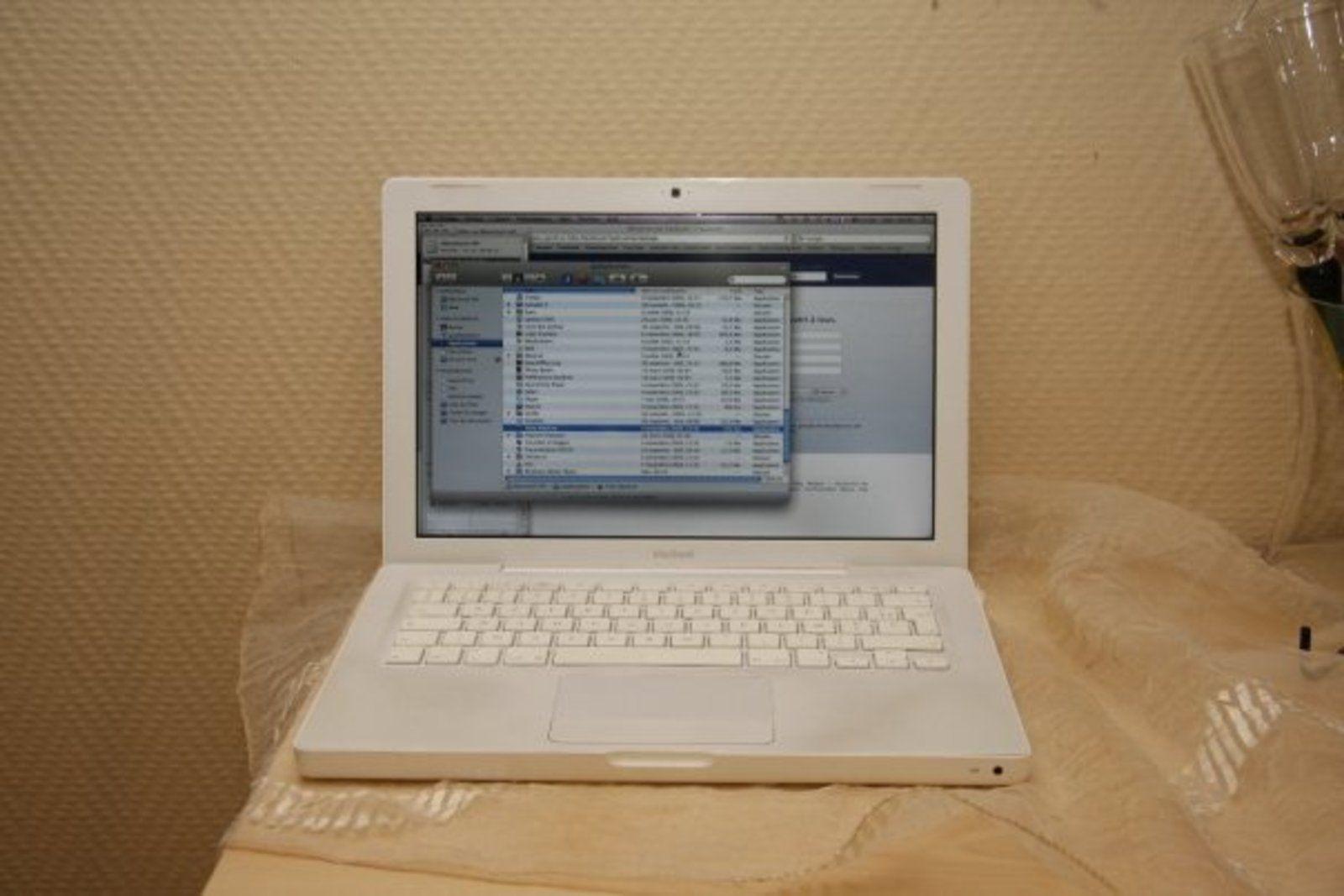 apple macbook 2 13 ghz 13 pouces image 25980. Black Bedroom Furniture Sets. Home Design Ideas
