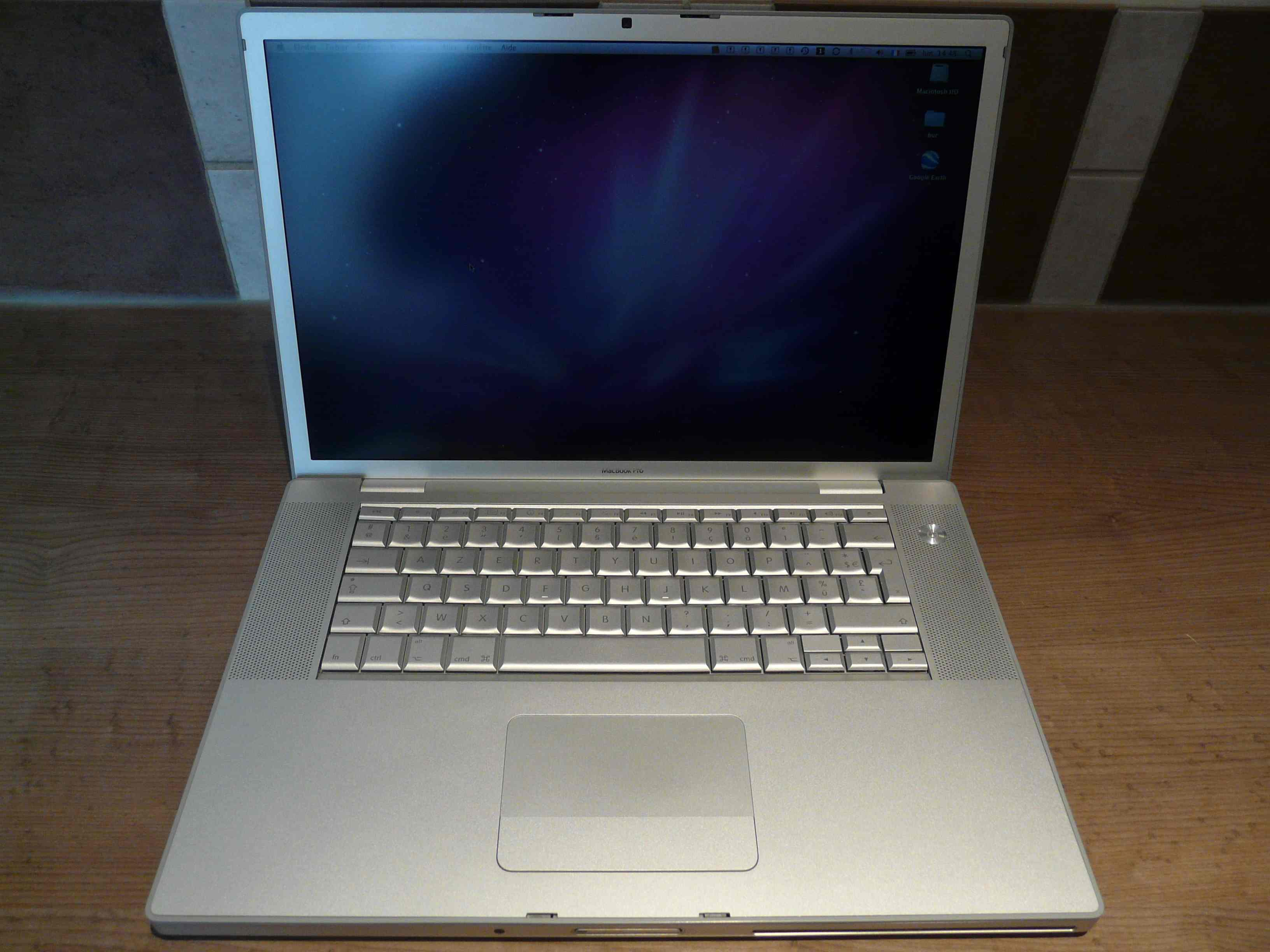 Macbook pro 2 4 core 2 duo / Bobby lupos