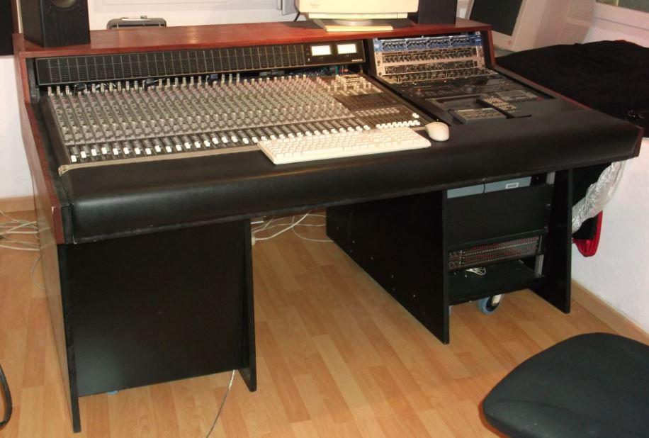 Meuble studio pour mackie 32 8 4 provence alpes c te d for Garde meuble piano