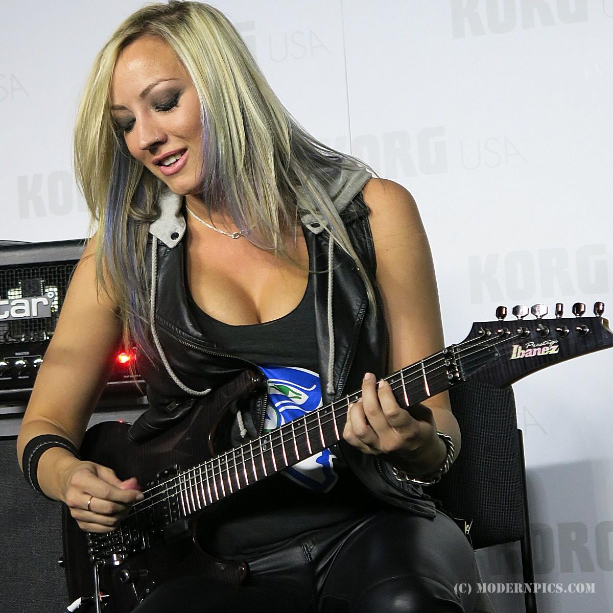 Audio & music gear image: Nita Strauss Korg USA MP466 (c) ModernPics.JPG (#1034990) - Audiofanzine