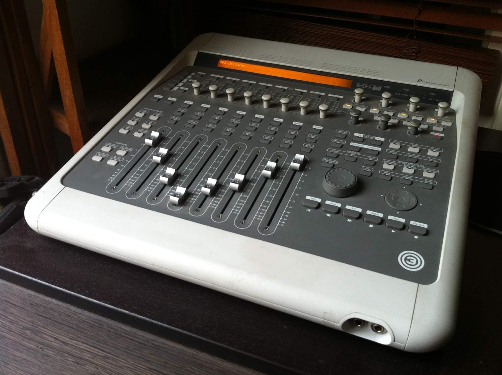 interface audio ..Avid  FACTORY 003