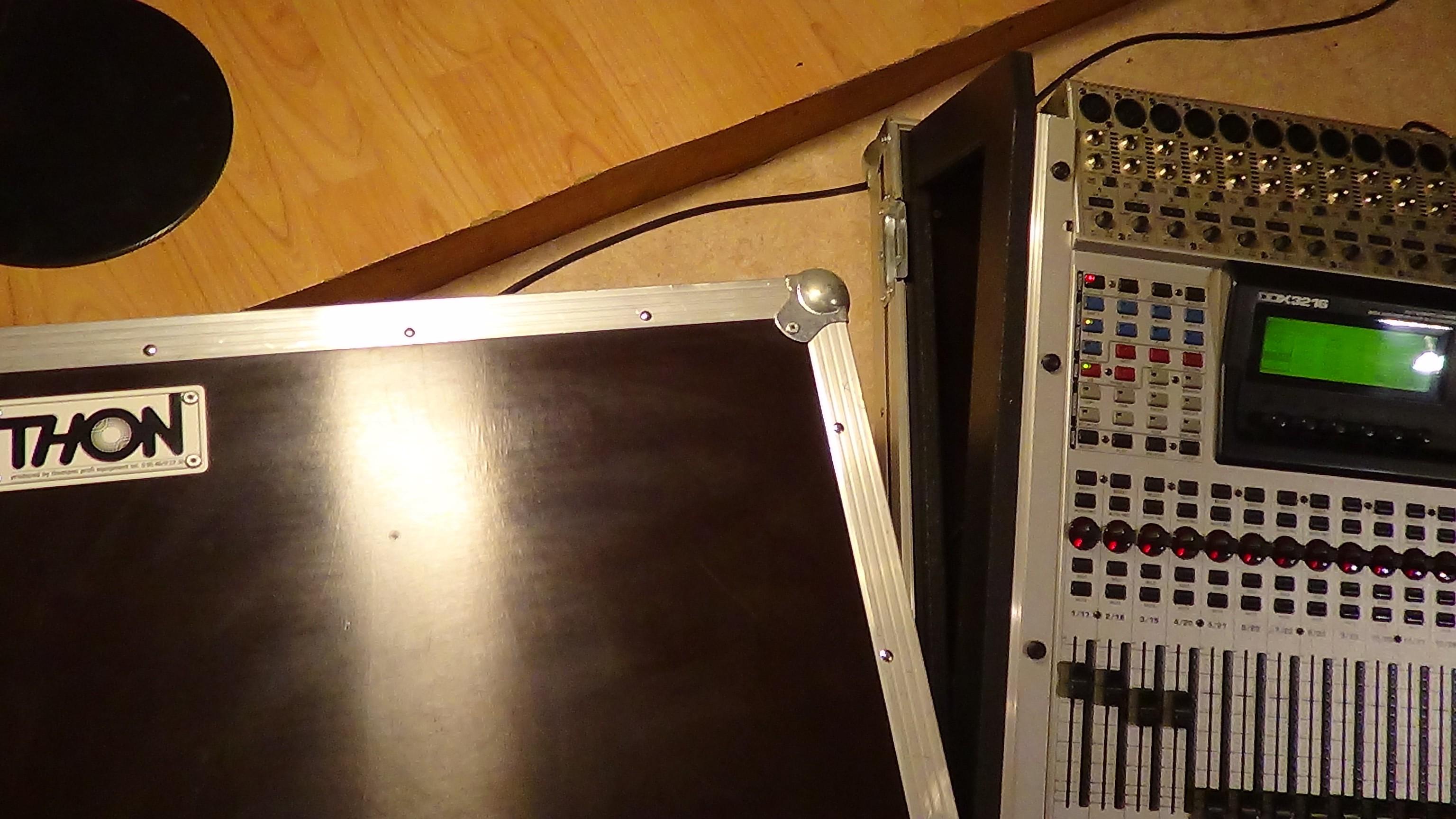 behringer ddx3216 image 793098 audiofanzine. Black Bedroom Furniture Sets. Home Design Ideas