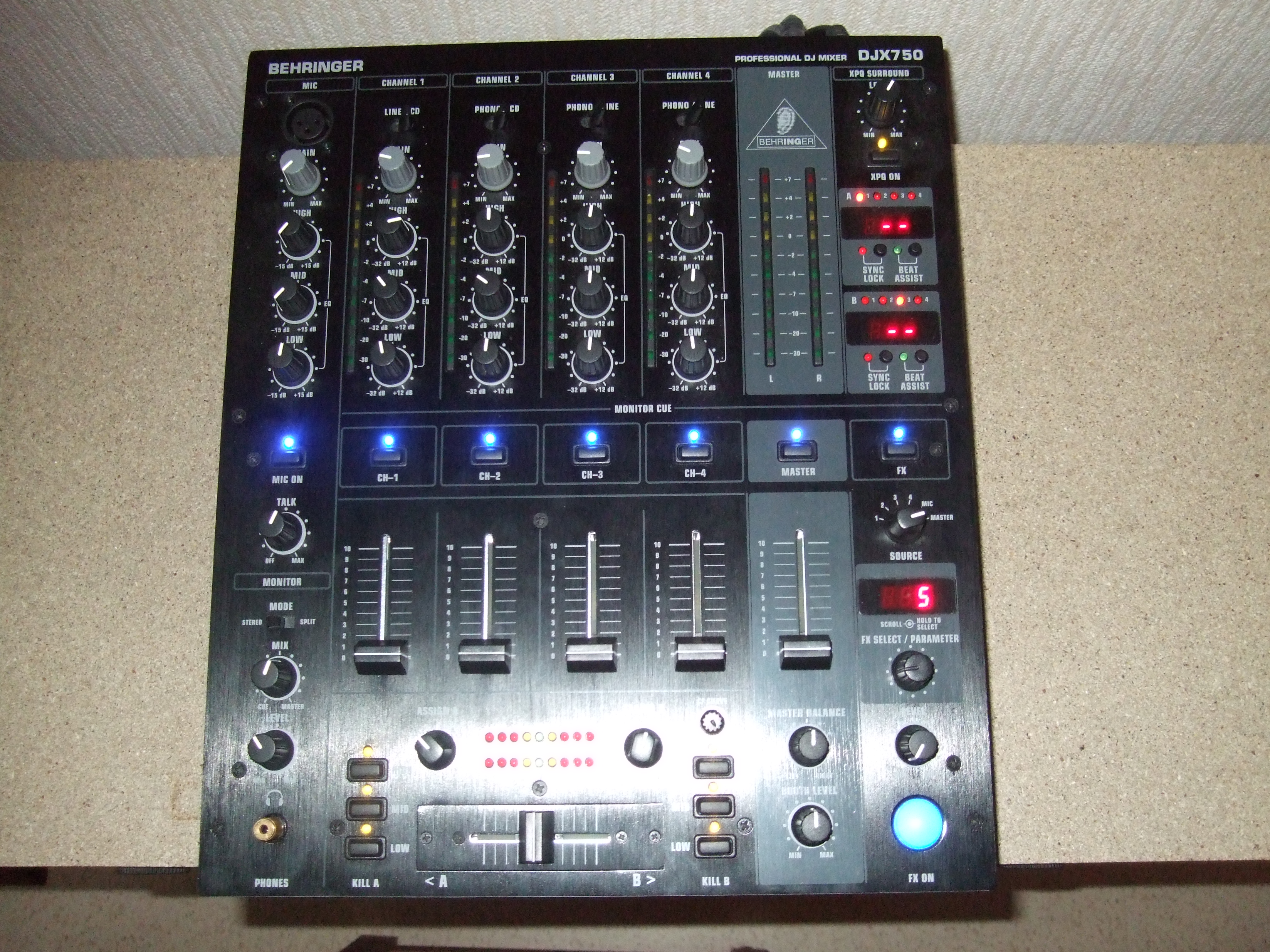 Table mixage behringer djx 750 - Table de mixage behringer ...