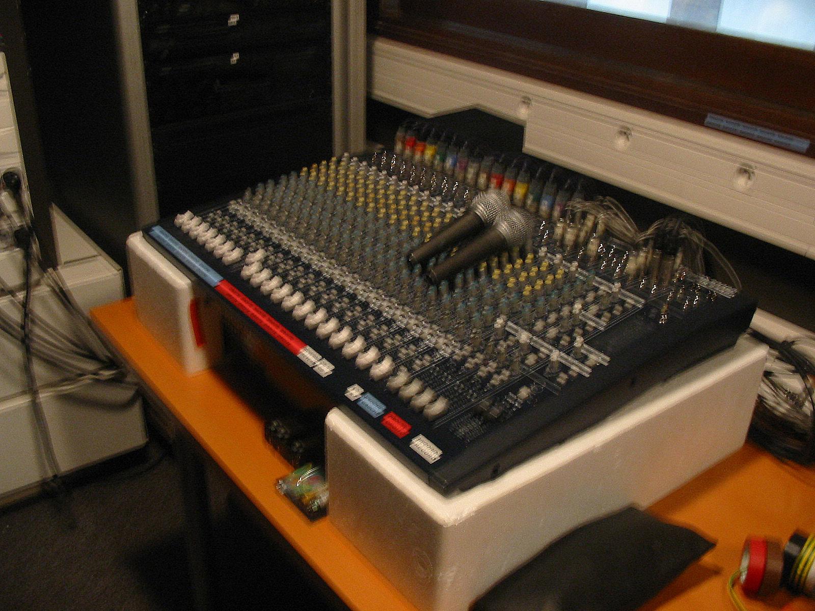 Behringer Eurodesk Mx2442a : behringer eurodesk mx2442a image 169150 audiofanzine ~ Russianpoet.info Haus und Dekorationen