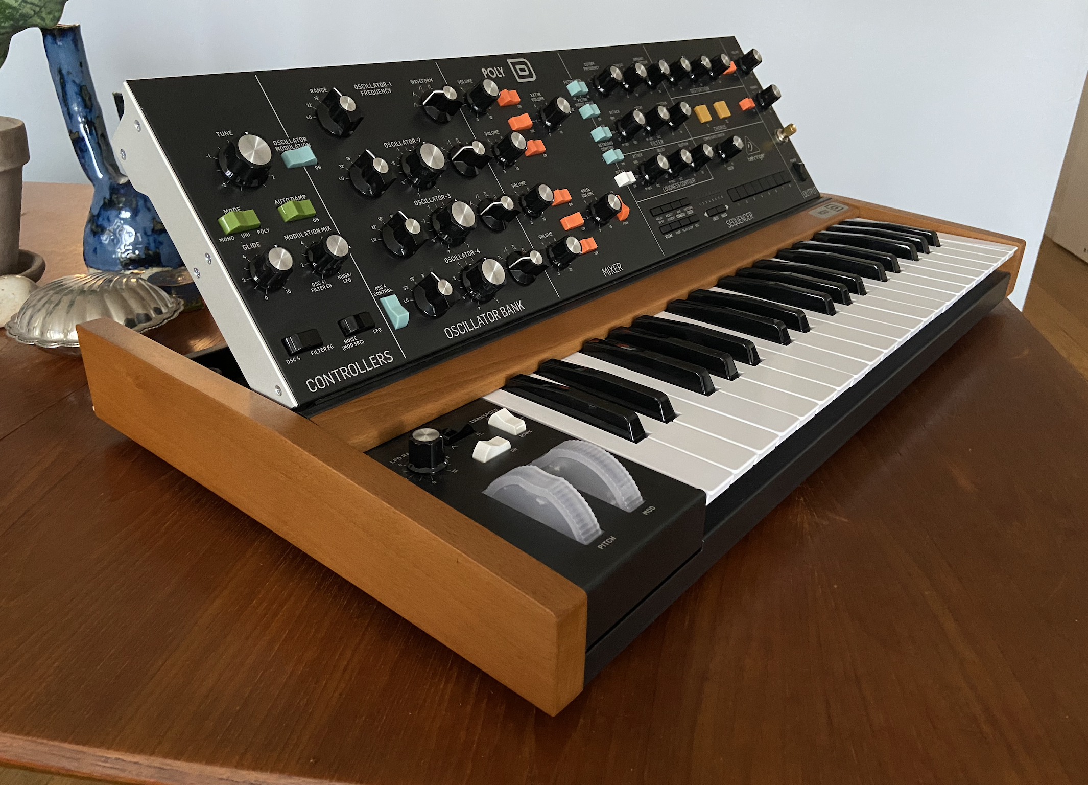 Poly D Behringer Poly D Audiofanzine Behringer has a reputation for producing clones of classic synthesizers that are a little too similar to announced today, the company's poly d makes it seem like the manufacturer could be shifting gears. poly d behringer poly d audiofanzine