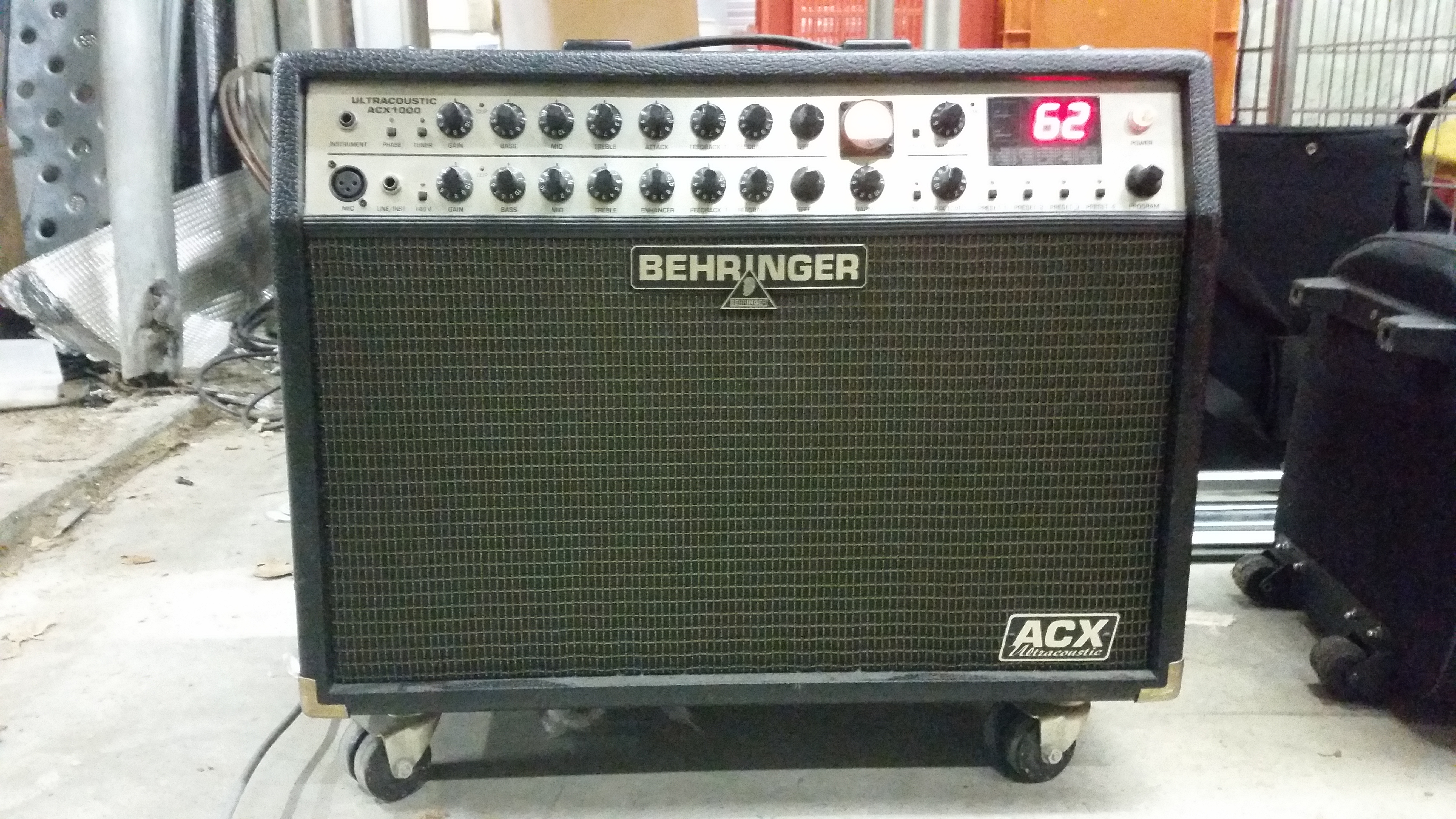 ampli guitare acoustique voix behringer acx 1000. Black Bedroom Furniture Sets. Home Design Ideas