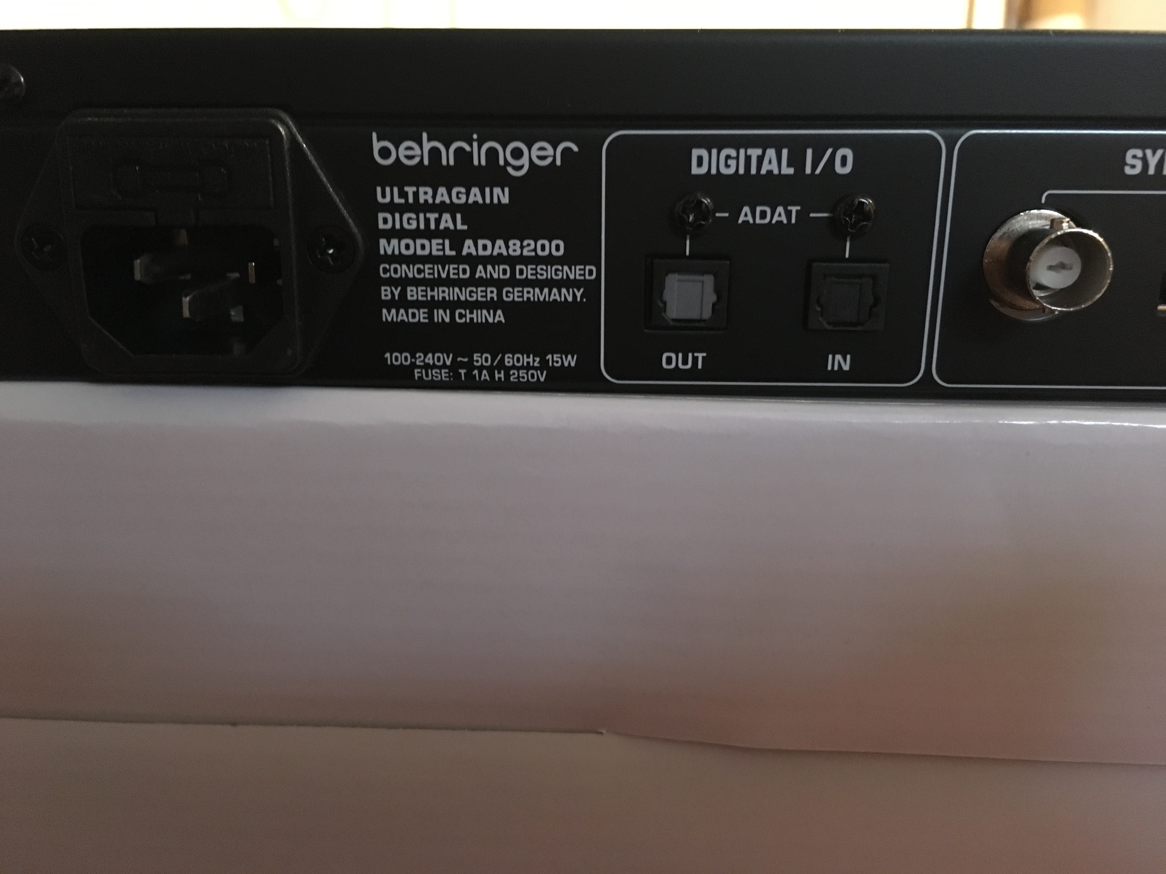 behringer ultragain digital ada8200 audiofanzine. Black Bedroom Furniture Sets. Home Design Ideas