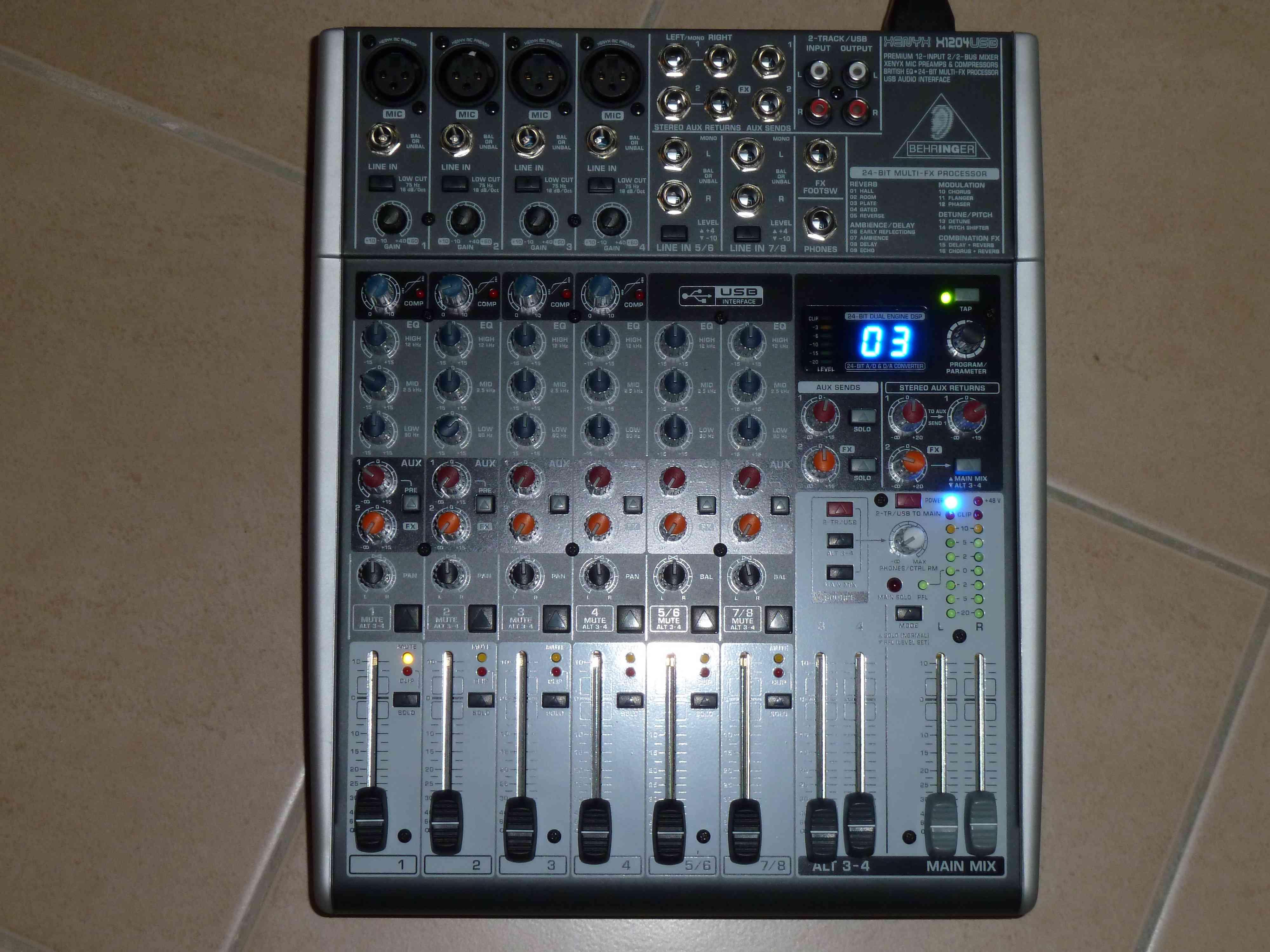 table de mixage behringer x1204usb