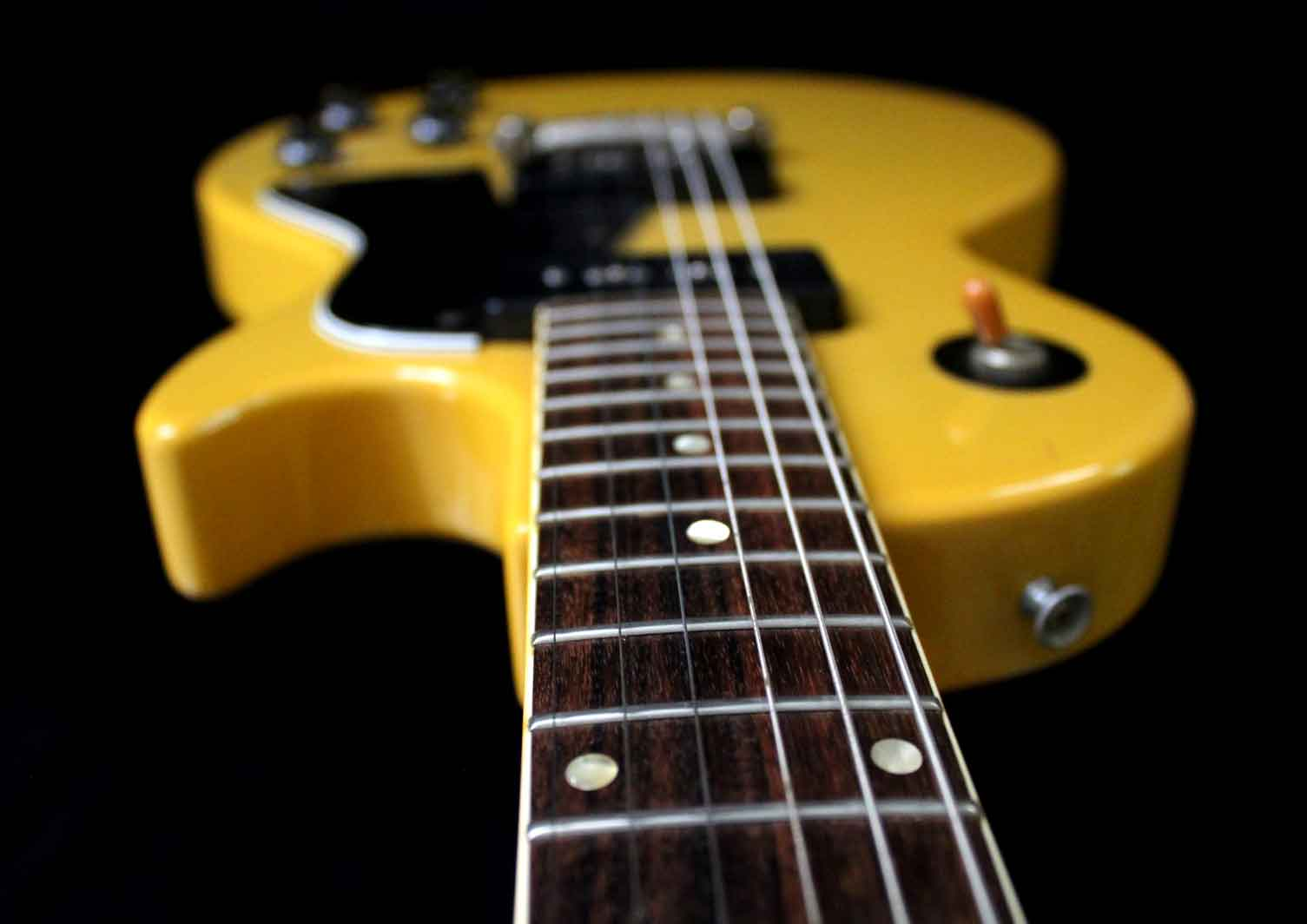burny les paul dating Chapter xi how to date a burny guitar additional keys if you are looking for information to date an old burny guitar, you are in the right place.
