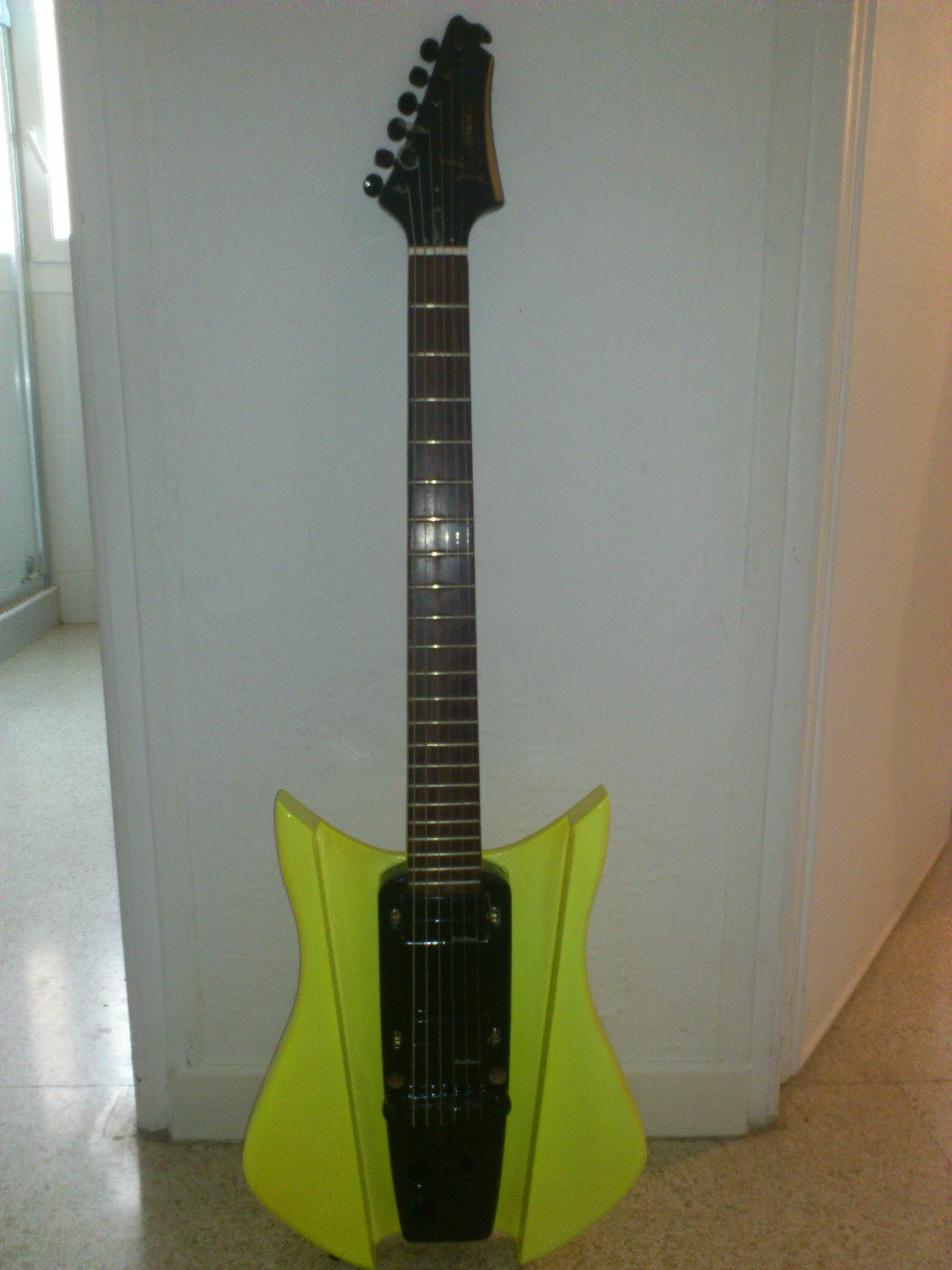 photo squier katana epiphone guitare lectrique 983759 audiofanzine. Black Bedroom Furniture Sets. Home Design Ideas