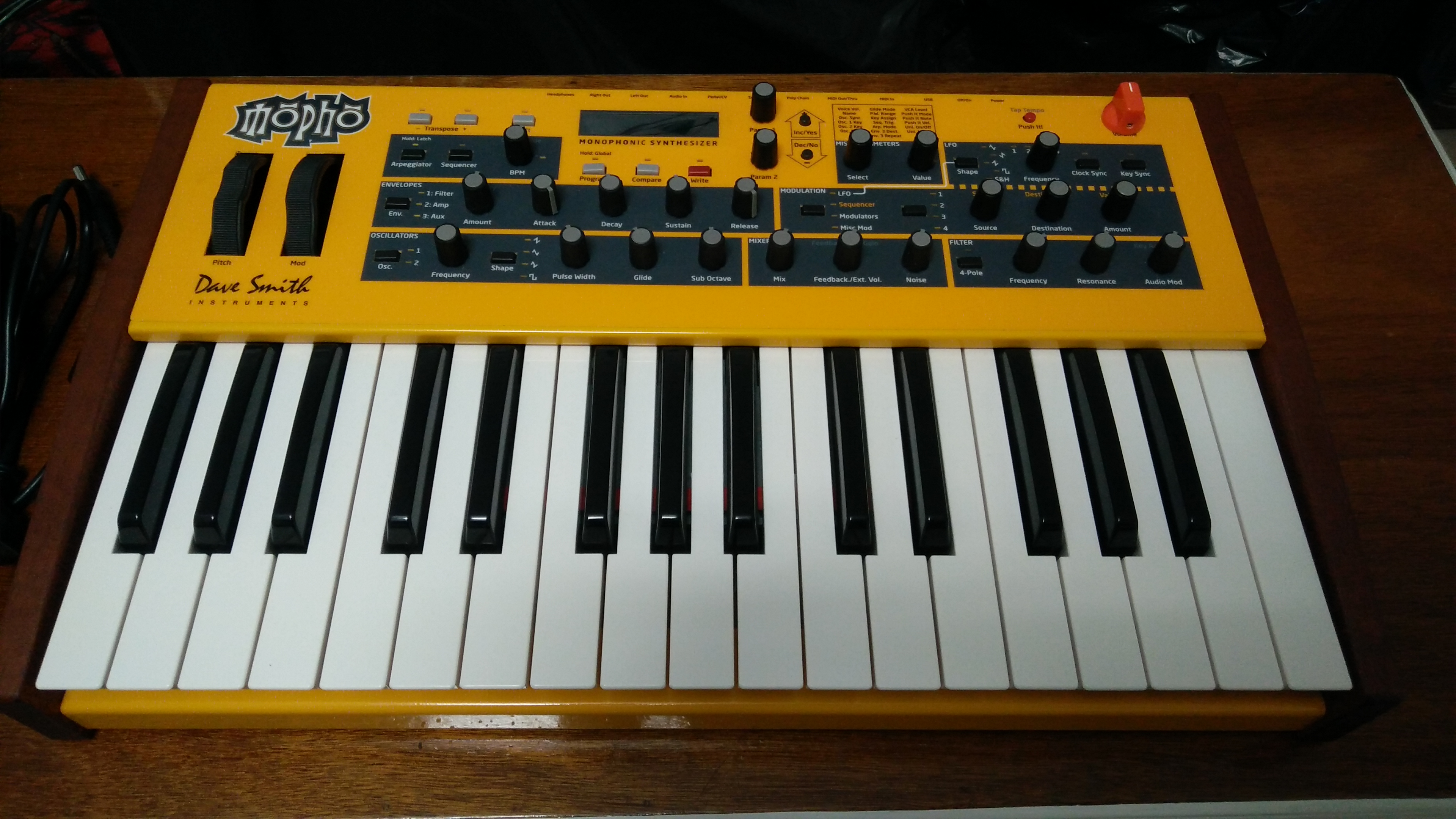 dave smith instruments mopho keyboard image 1577859 audiofanzine. Black Bedroom Furniture Sets. Home Design Ideas