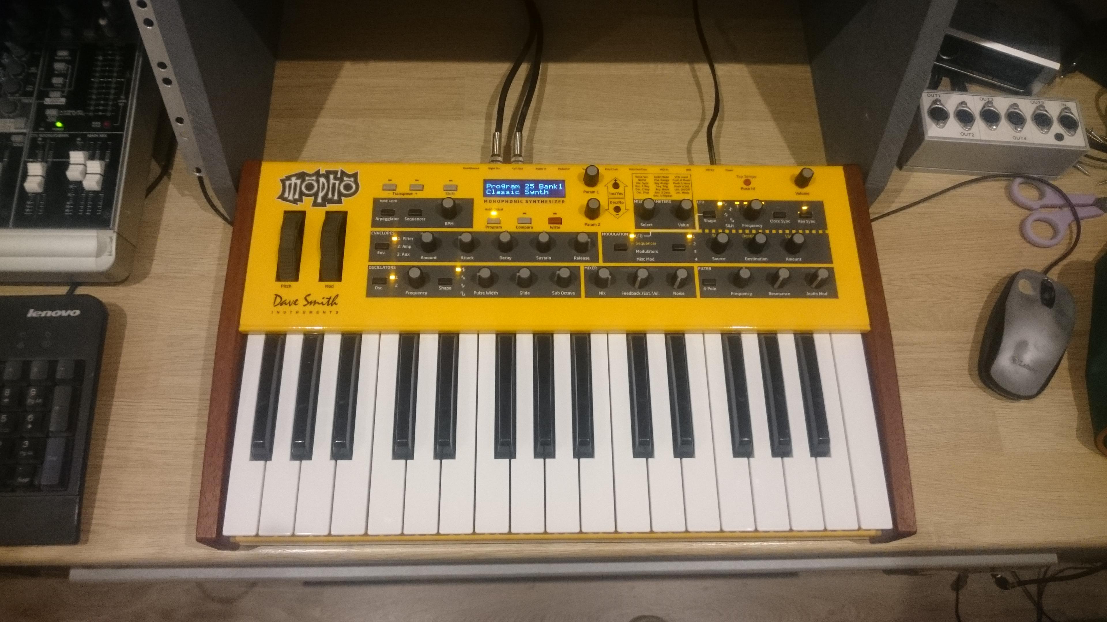 mopho keyboard dave smith instruments mopho keyboard audiofanzine. Black Bedroom Furniture Sets. Home Design Ideas