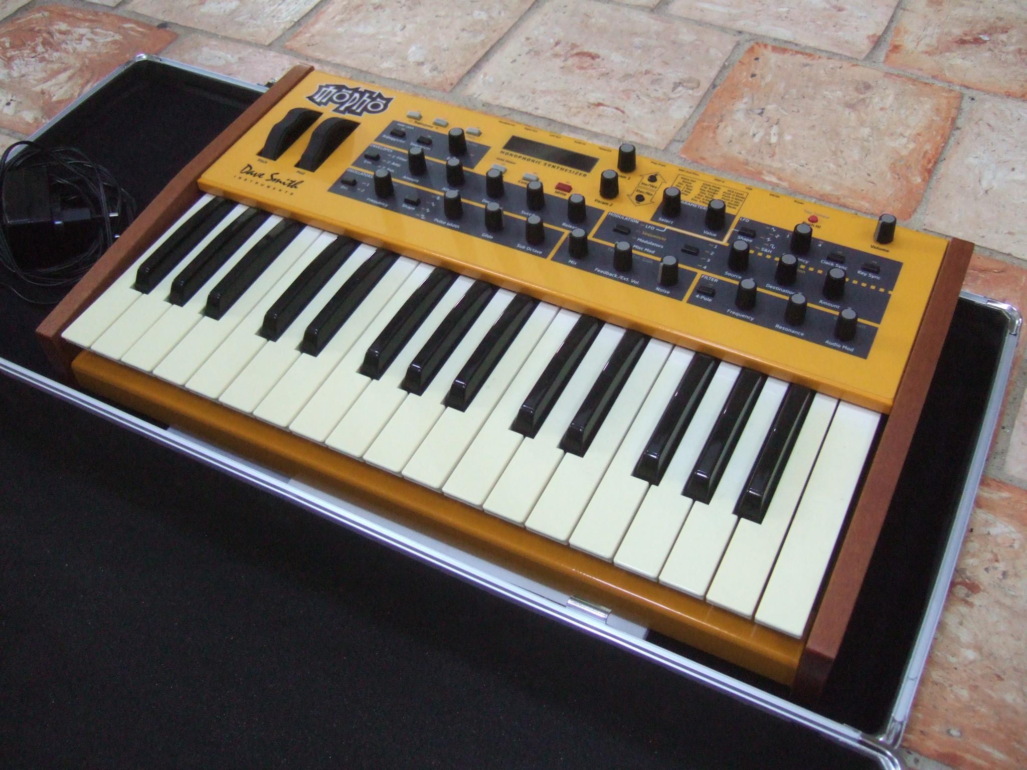 dave smith instruments mopho keyboard image 1796264 audiofanzine. Black Bedroom Furniture Sets. Home Design Ideas