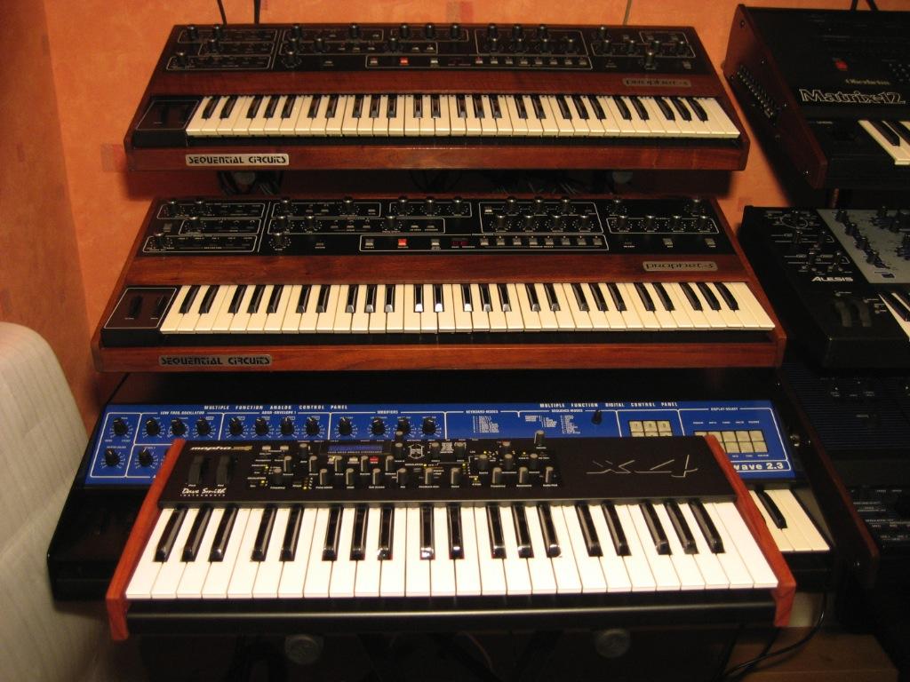 dave smith instruments mopho x4 image 470409 audiofanzine. Black Bedroom Furniture Sets. Home Design Ideas