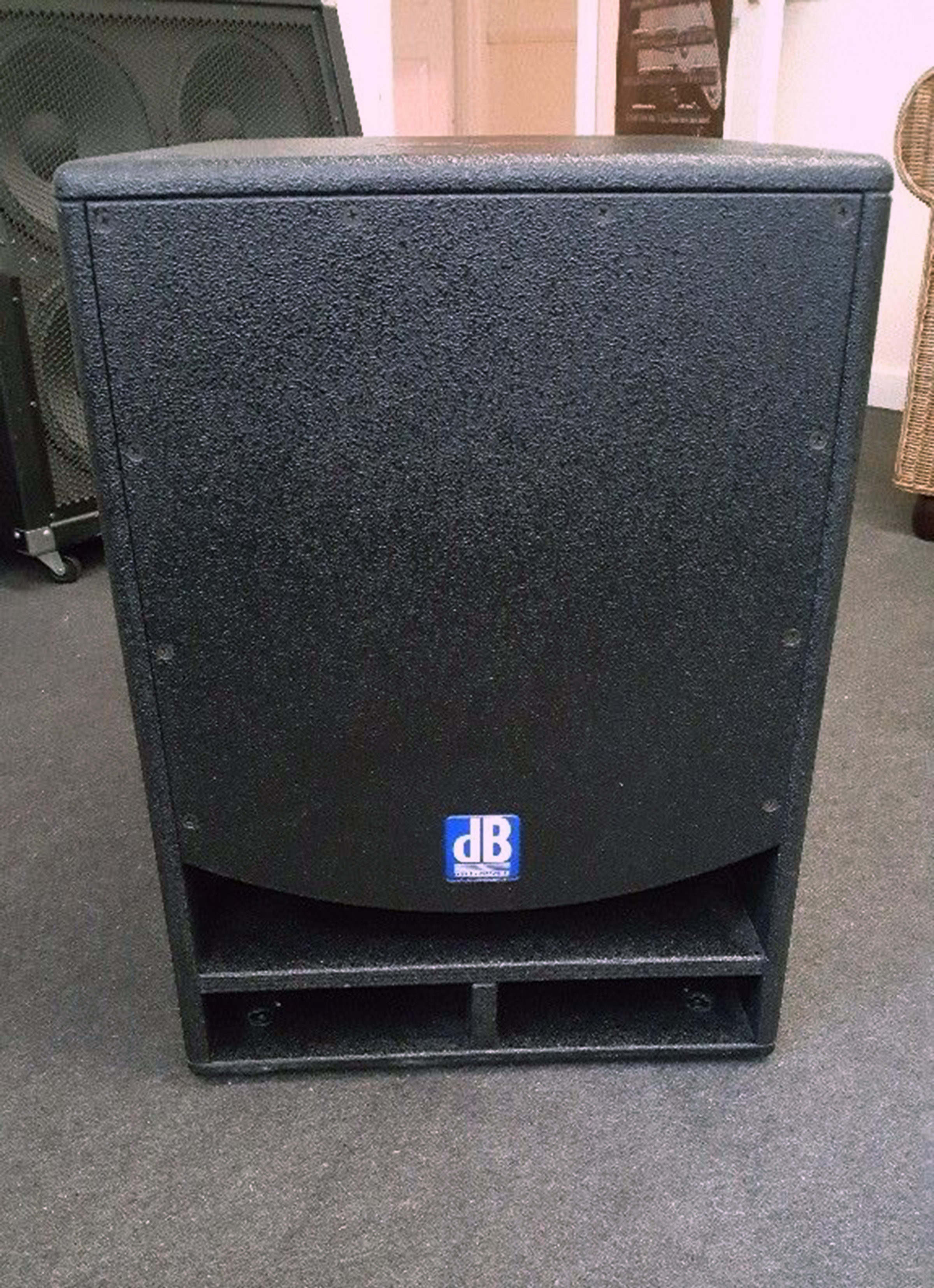 OPERA SUB 15 - dB Technologies Opera Sub 15 - Audiofanzine