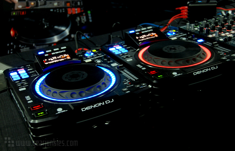 test de la denon dj sc2900 le meilleur des deux mondes audiofanzine. Black Bedroom Furniture Sets. Home Design Ideas