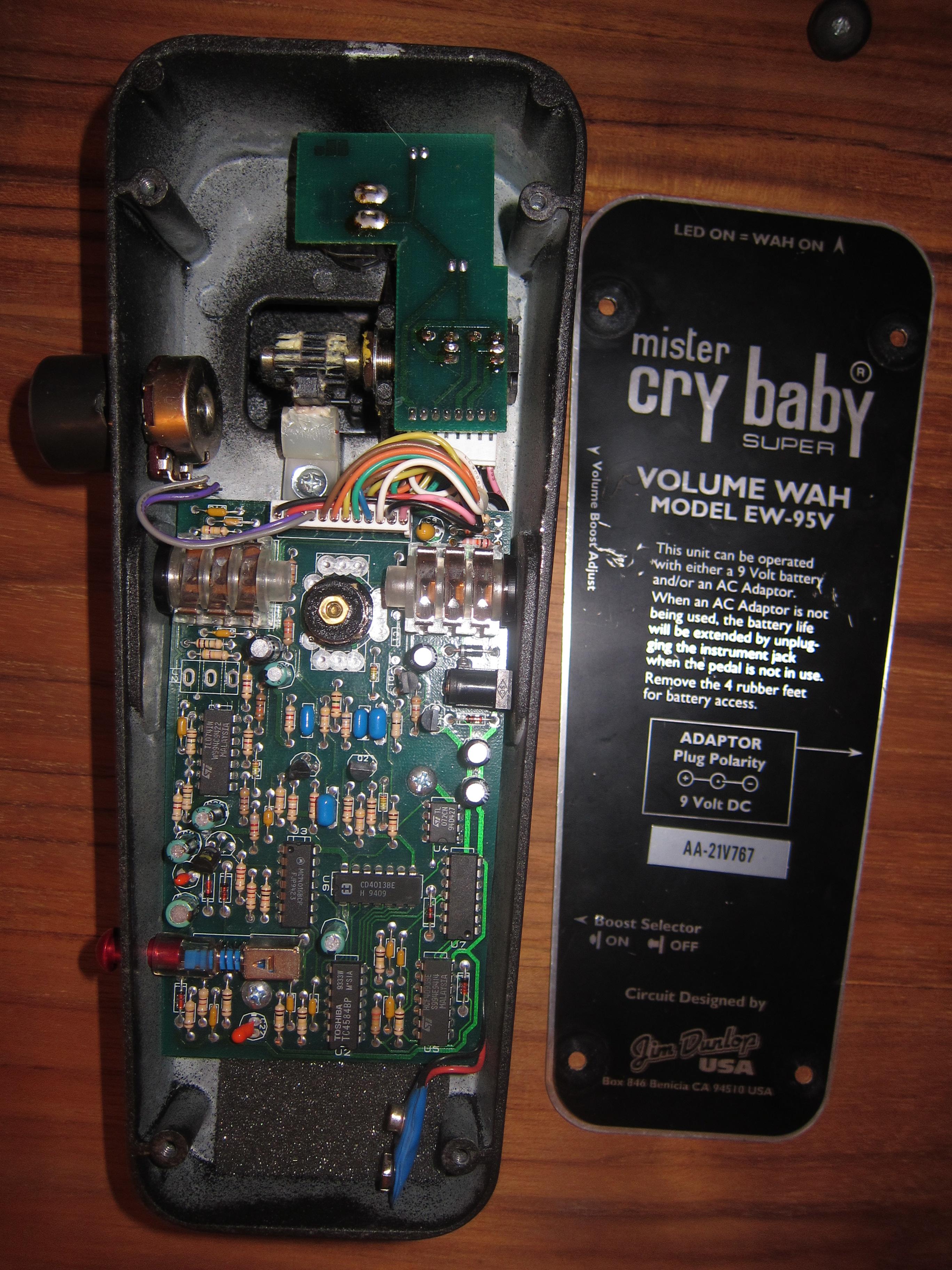 dunlop ew95v mr cry baby super volume wah image 480483 audiofanzine. Black Bedroom Furniture Sets. Home Design Ideas