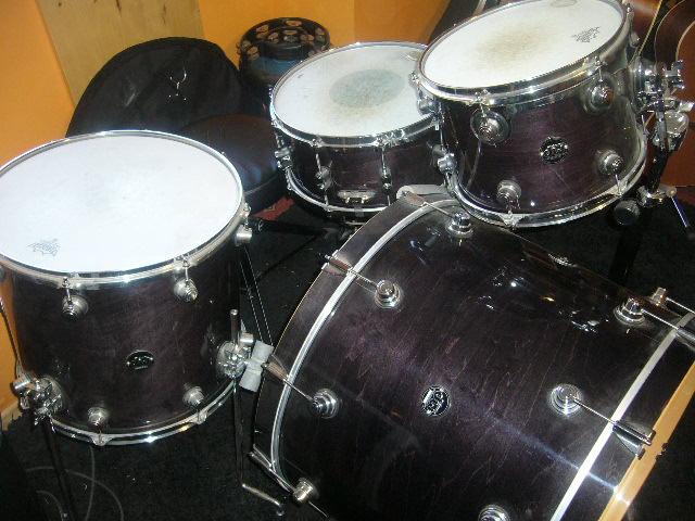 dw drums performance series image 1359104 audiofanzine. Black Bedroom Furniture Sets. Home Design Ideas