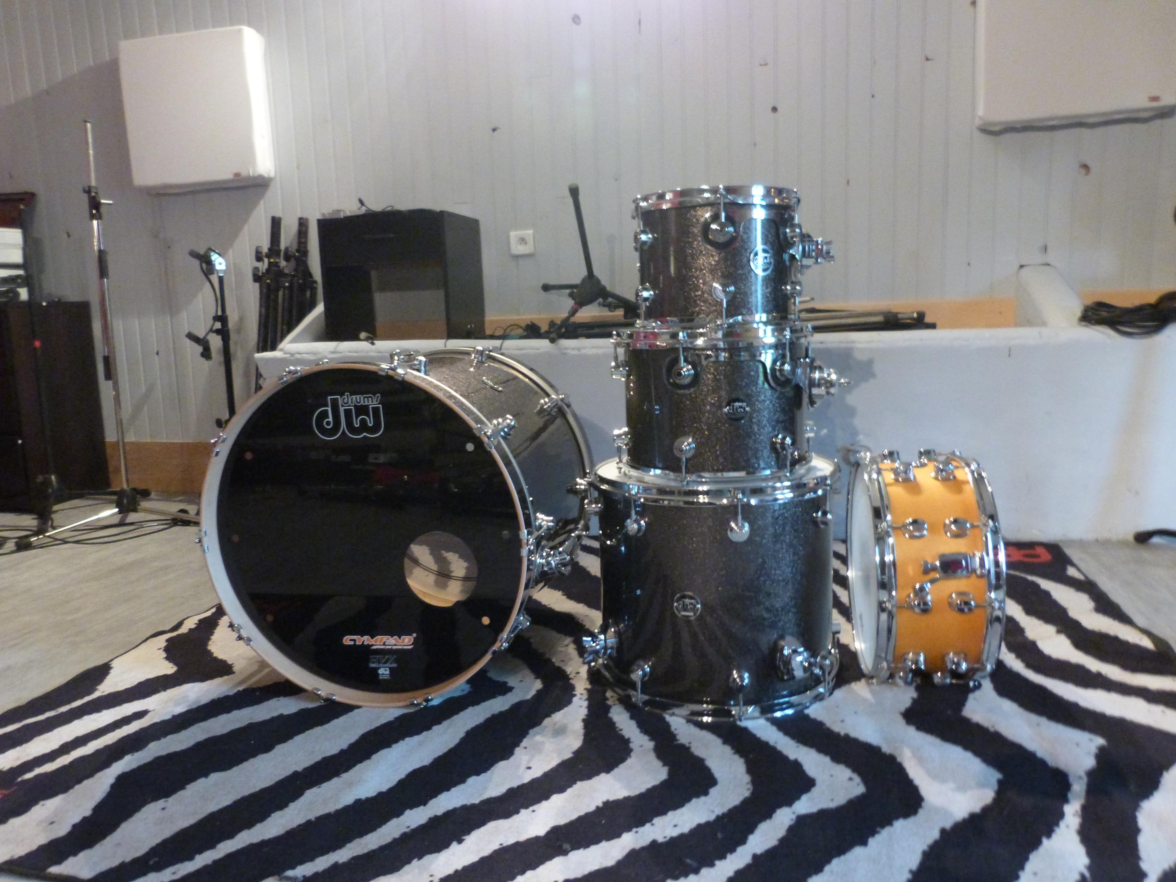 dw drums performance series image 727292 audiofanzine. Black Bedroom Furniture Sets. Home Design Ideas