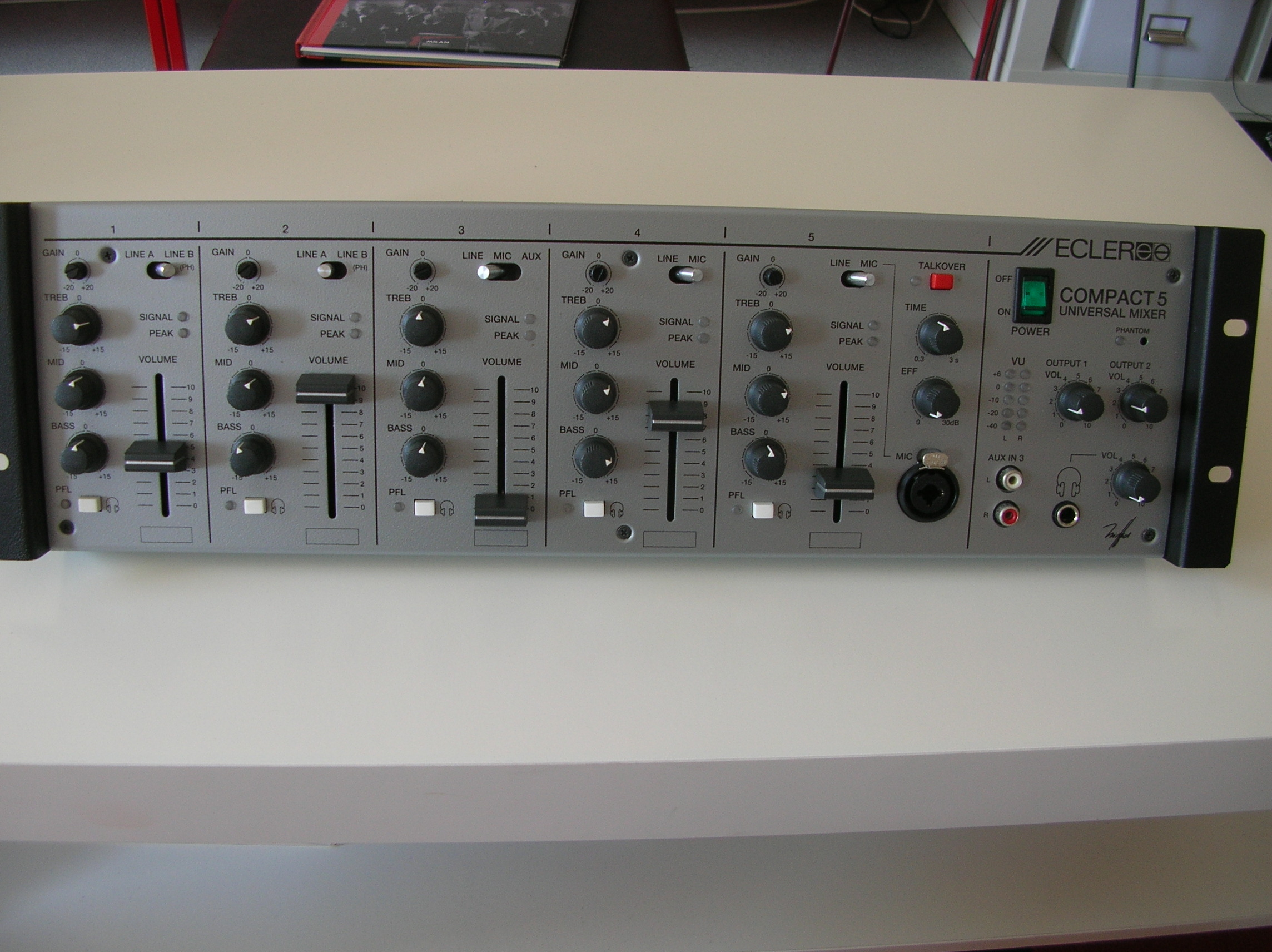table de mixage ecler compact 5