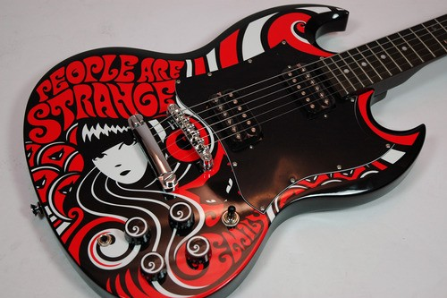 https://medias.audiofanzine.com/images/normal/epiphone-emily-the-strange-g-310-3004449.jpg