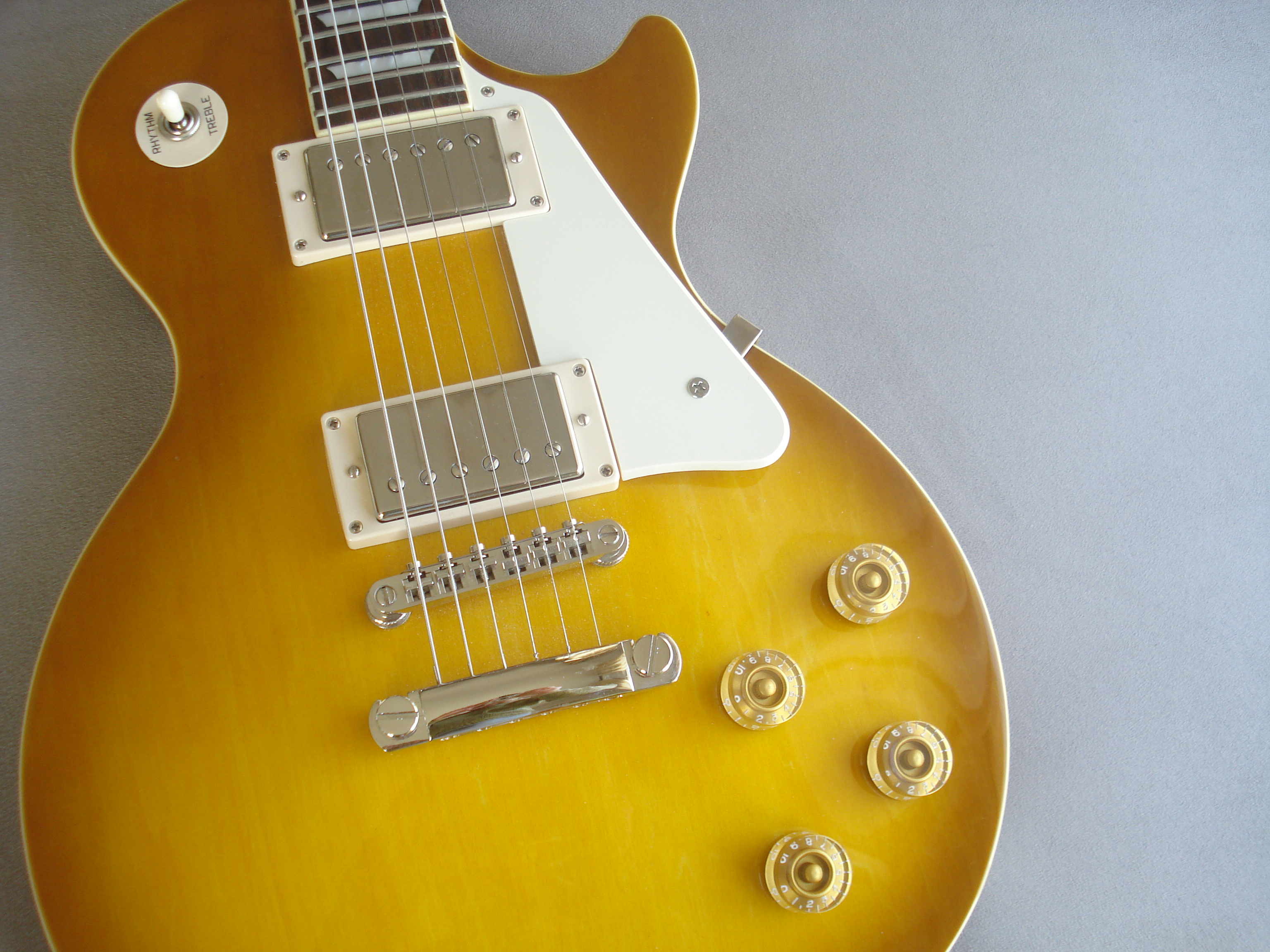 epiphone-les-paul-series-les-paul-standard-plain-top-honey-burst-352152.jpg