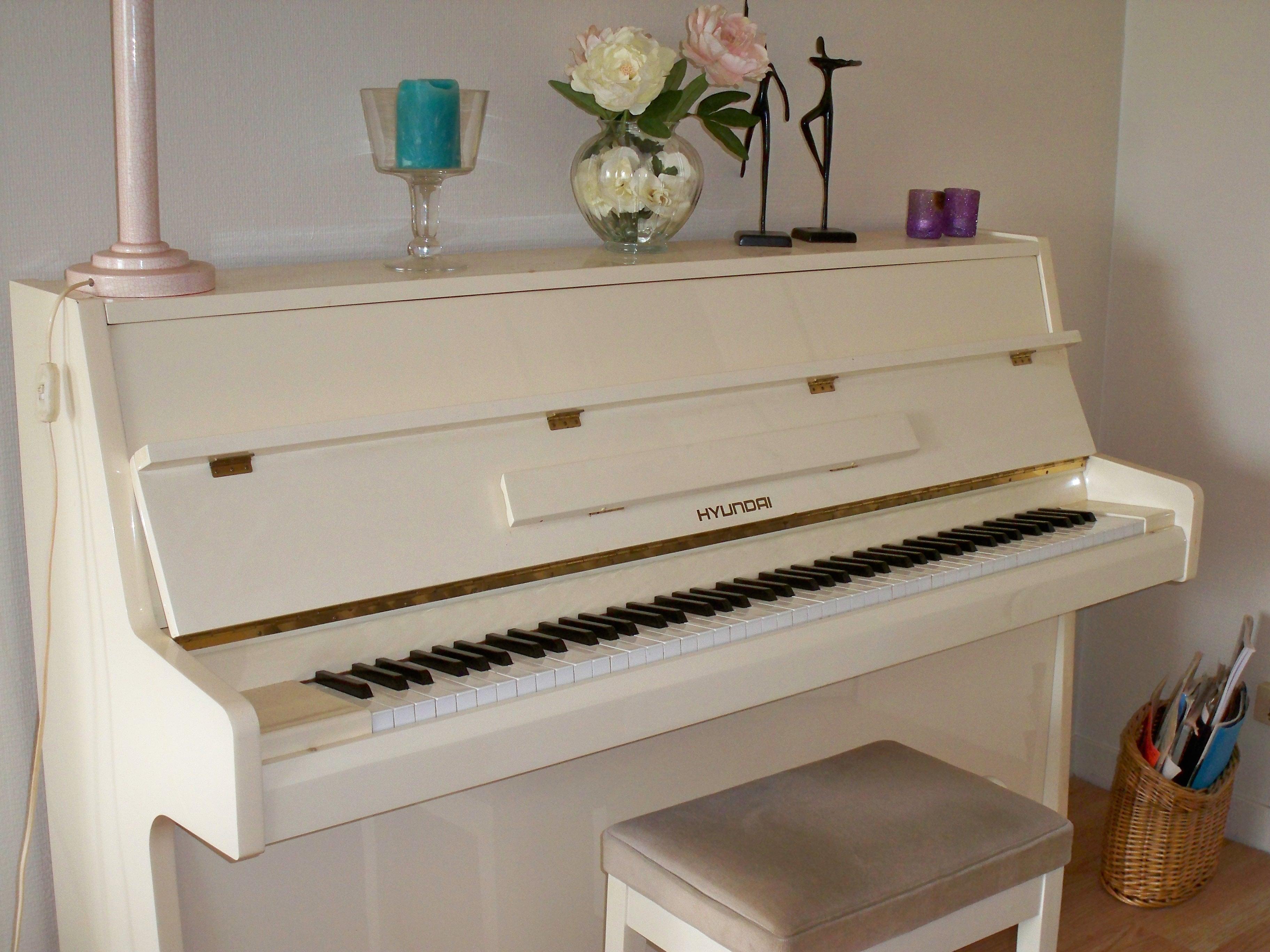 photo legnica piano hyunda piano droit 362910 audiofanzine. Black Bedroom Furniture Sets. Home Design Ideas