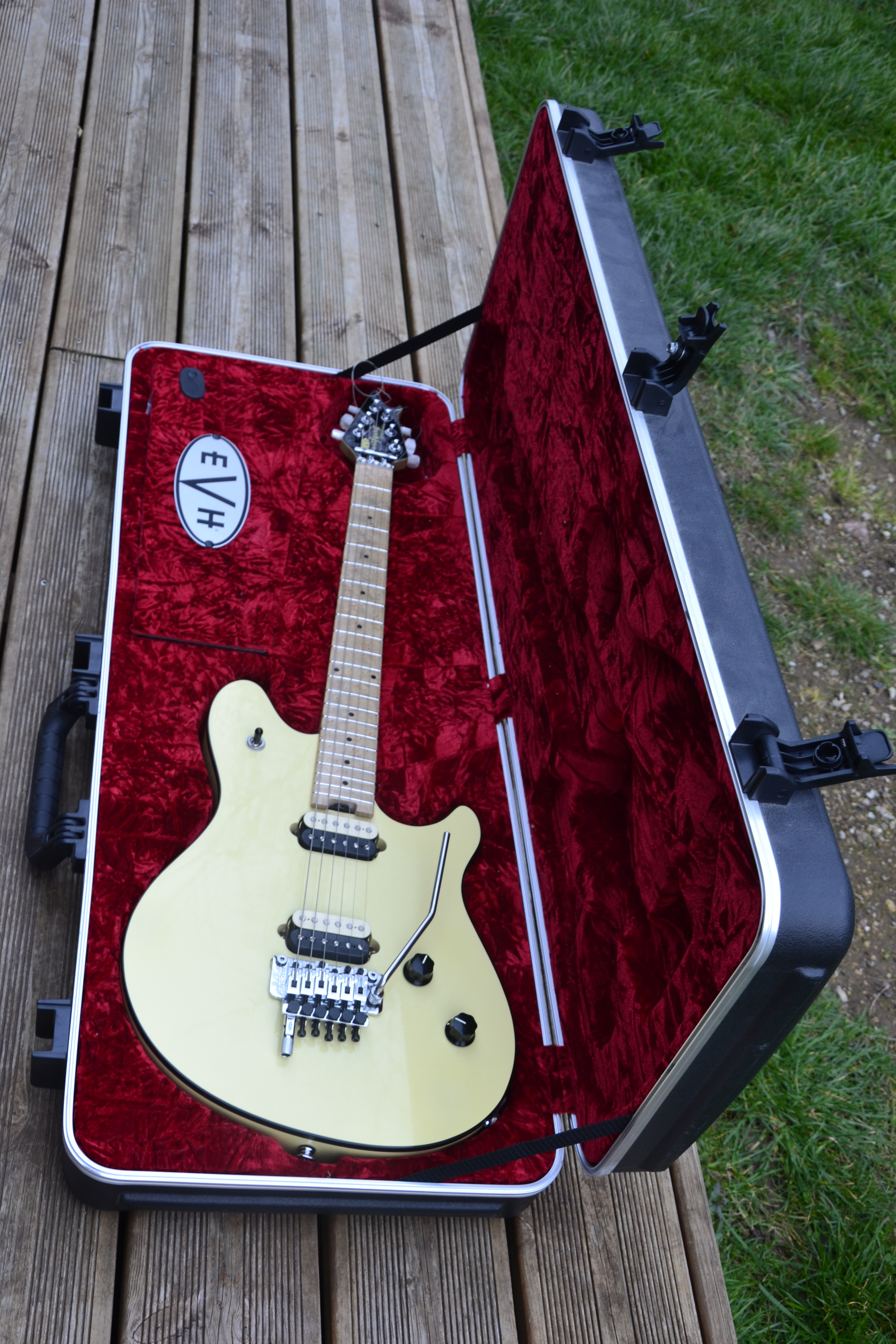 ... EVH Wolfgang Special - Vintage White ...