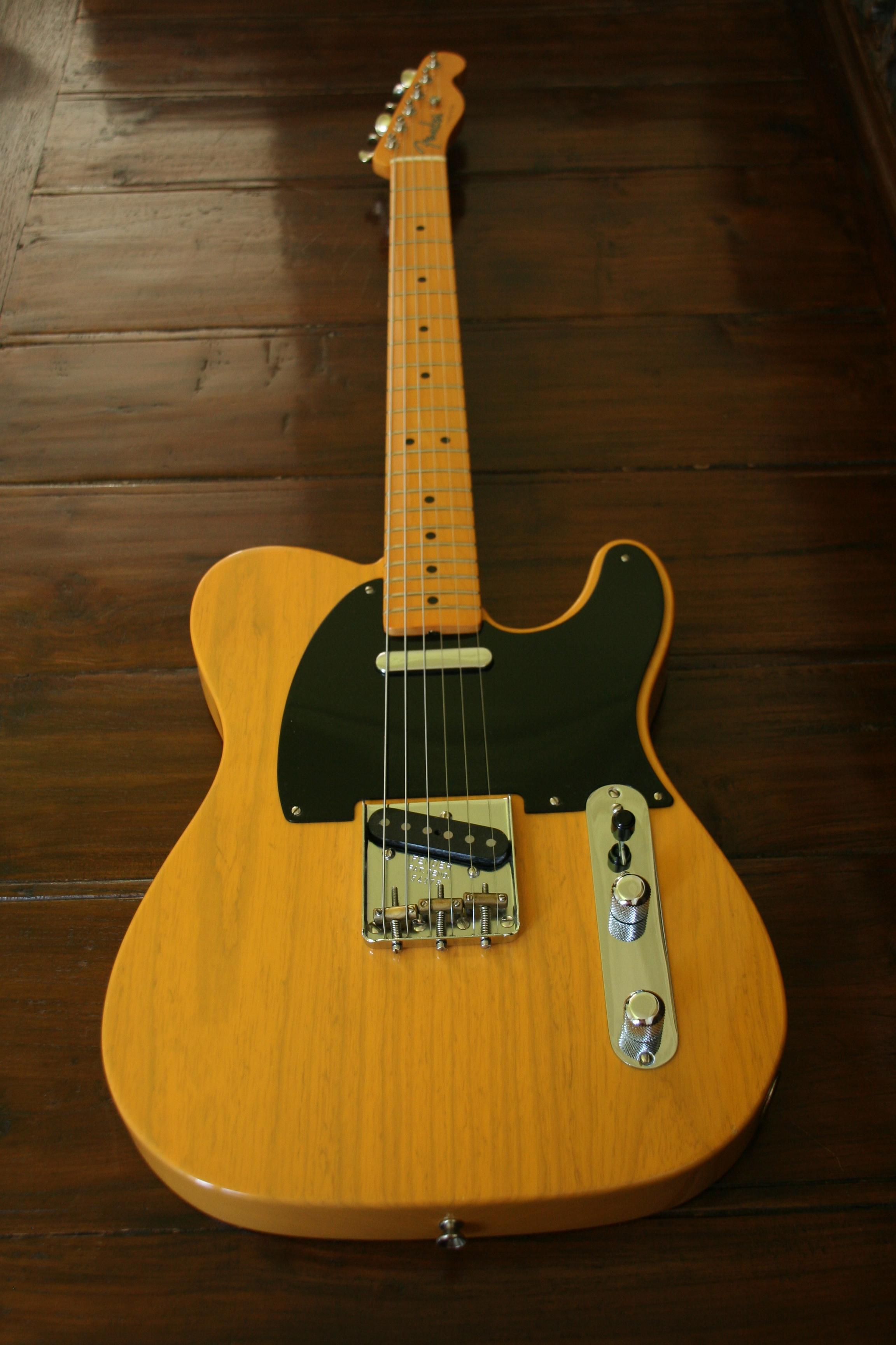 Fender Telecaster American Vintage 52 Cutaway Guitar