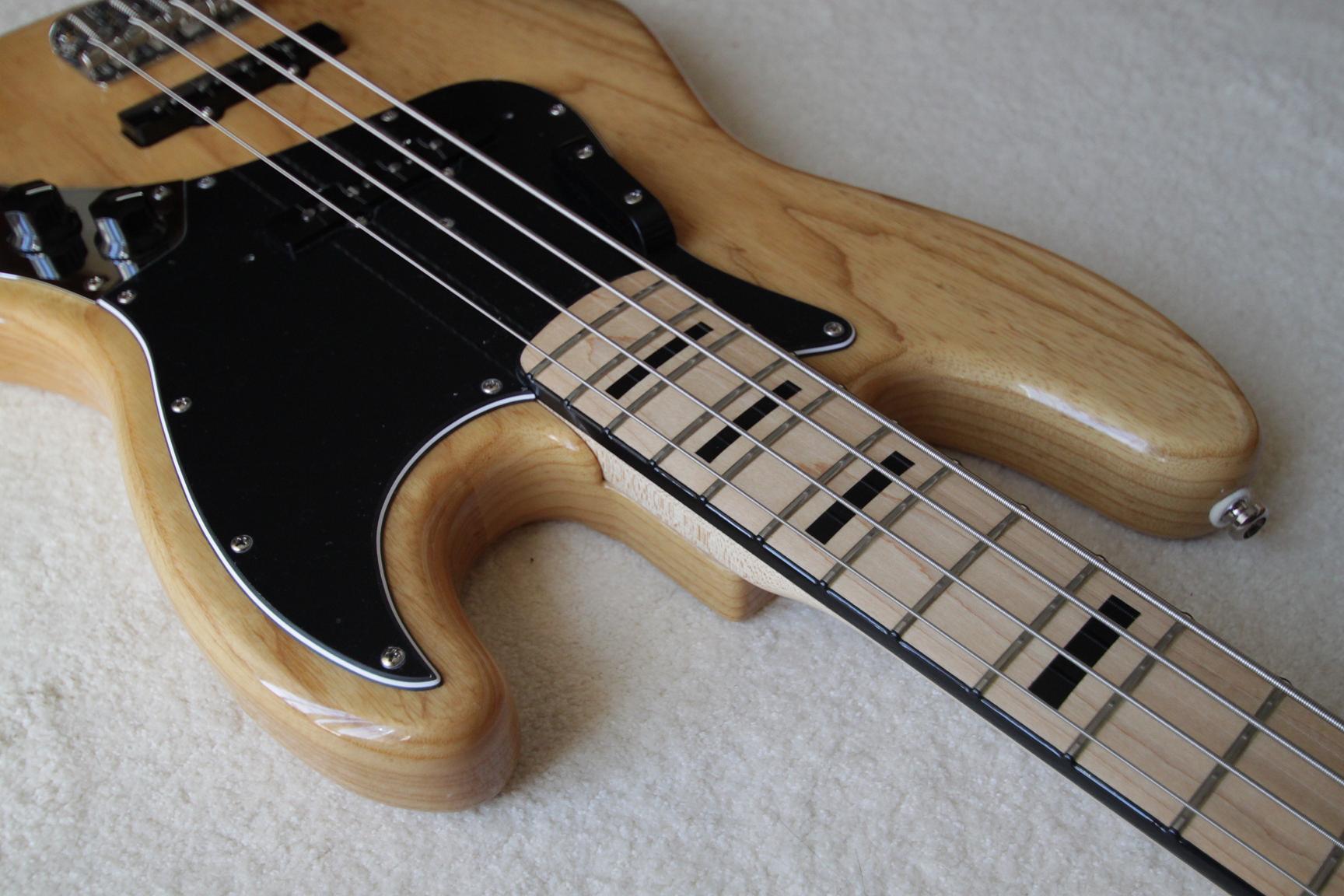 Fender American Vintage 75 Jazz Bass