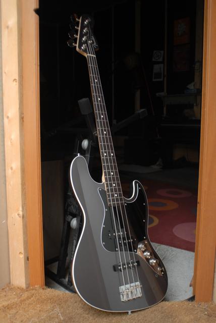 Fender Deluxe Aerodyne Jazz Bass Lisku Images